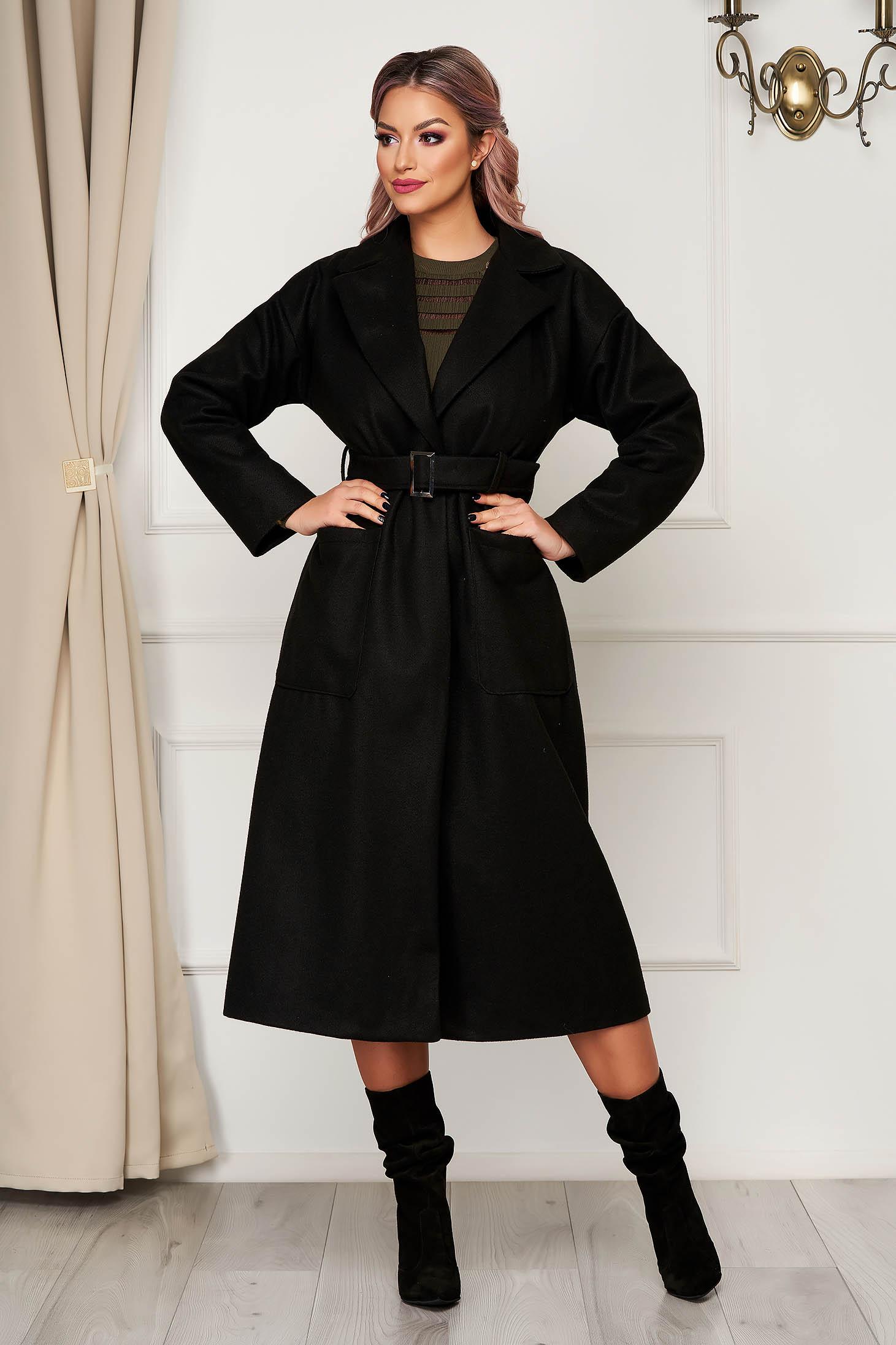 Fekete elegáns kabát egyenes szabással rugalmatlan szövetből zsebekkel