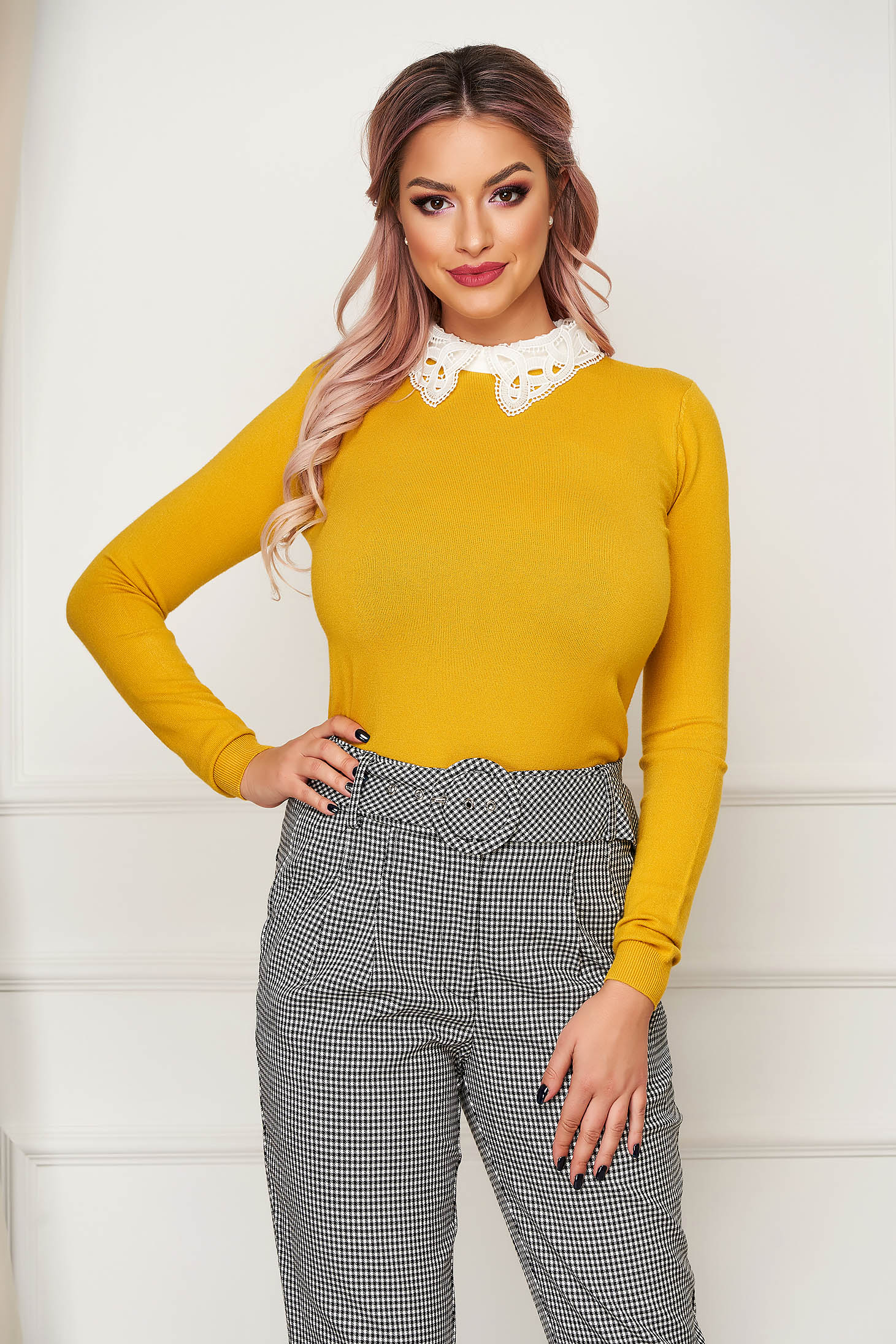 Bluza dama SunShine mustarie eleganta scurta mulata din tricot subtire cu guler