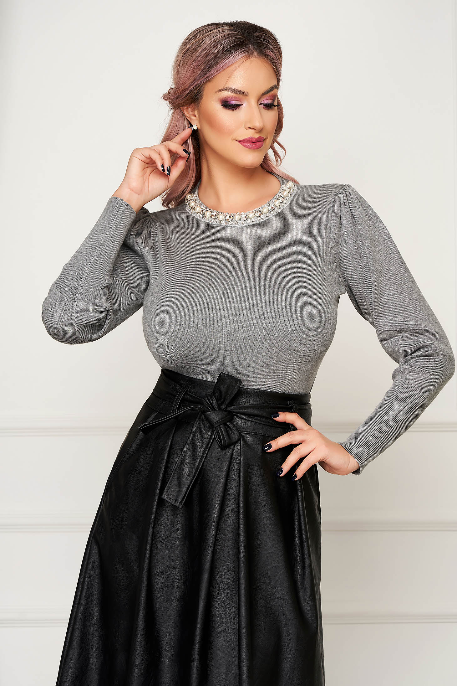 Grey sweater elegant knitted with tented cut high shoulders