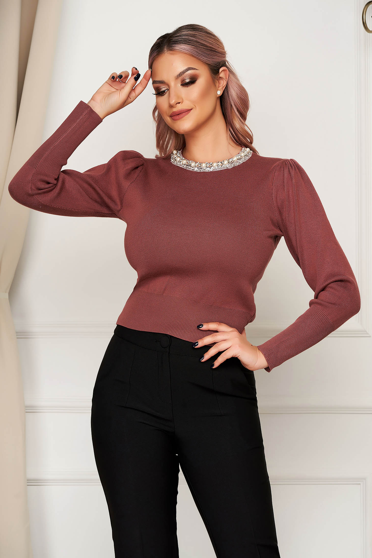 Lightpink sweater elegant knitted with tented cut high shoulders