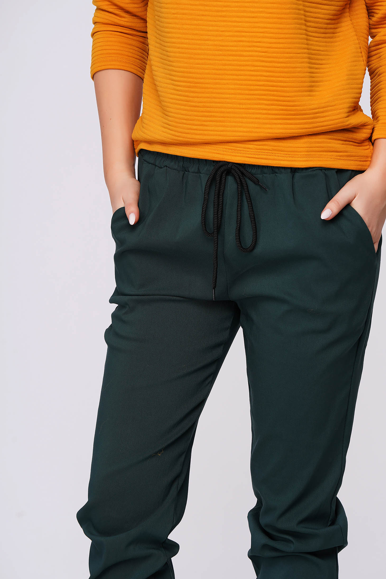 Green trousers casual with pockets with medium waist thin fabric