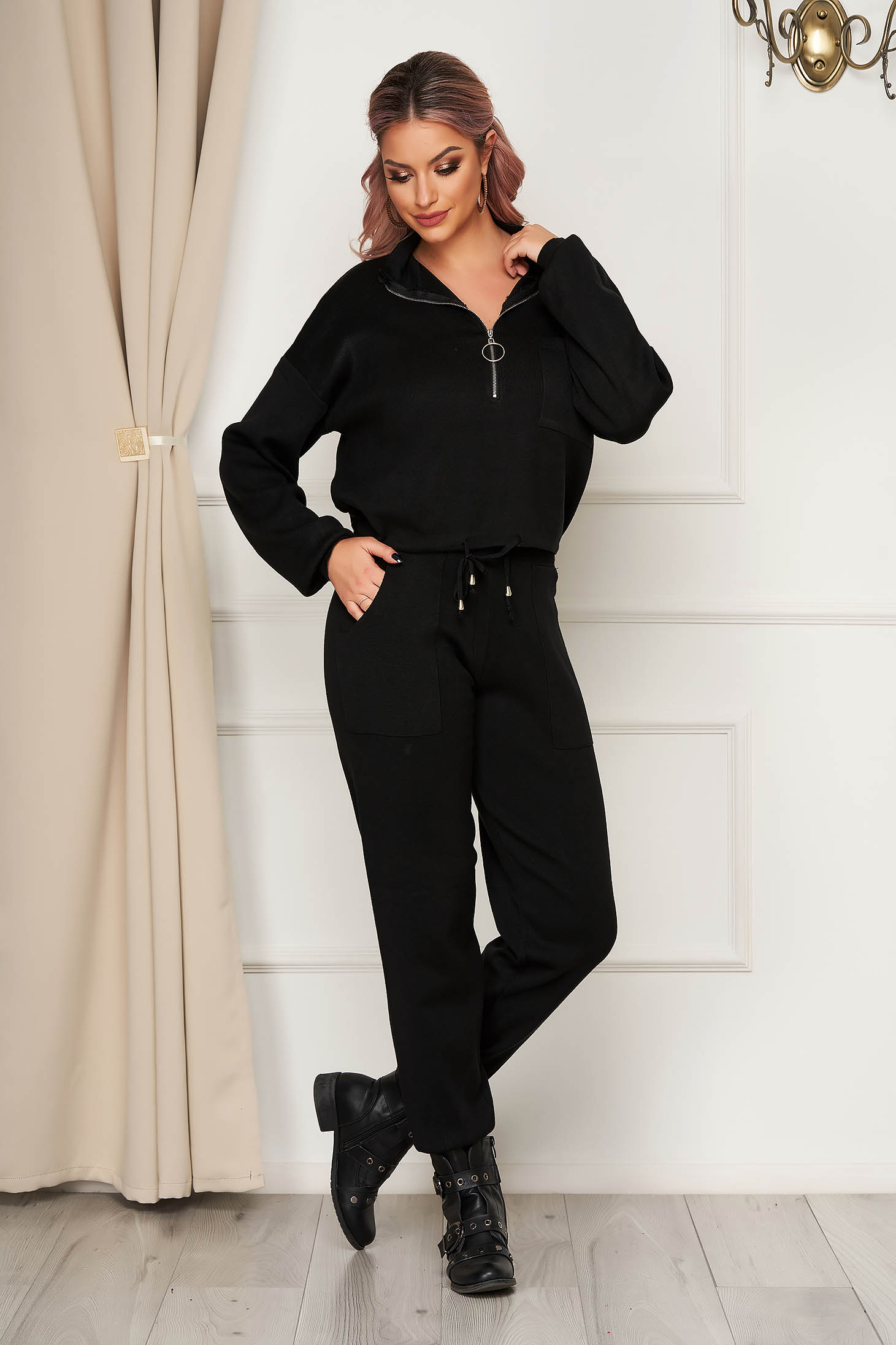 Fekete casual kötött két részes nadrágos bő szabású női kosztüm gumírozott derekú