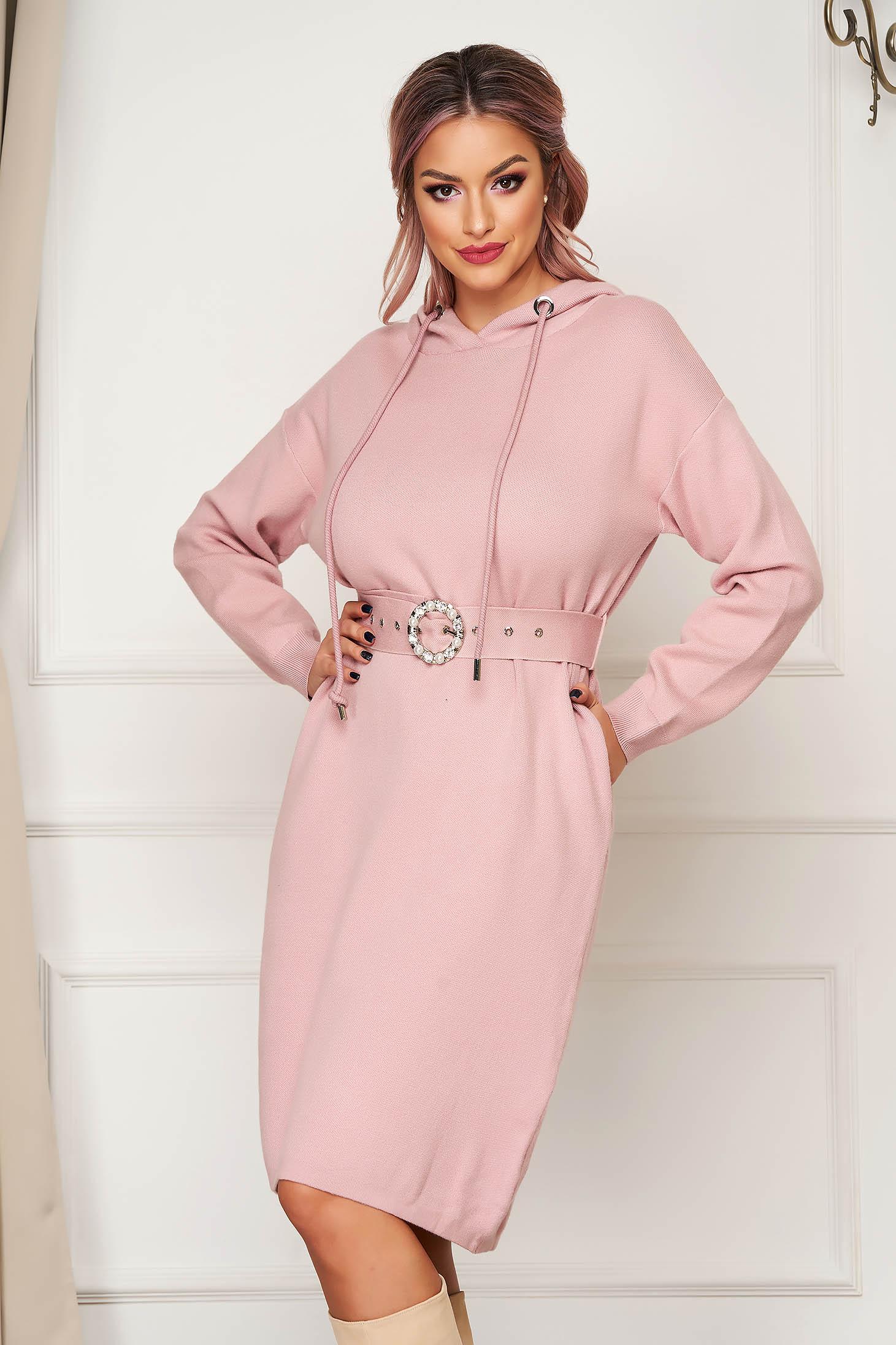 Rochie SunShine roz midi de zi tricotata cu maneci lungi si gluga nedetasabila