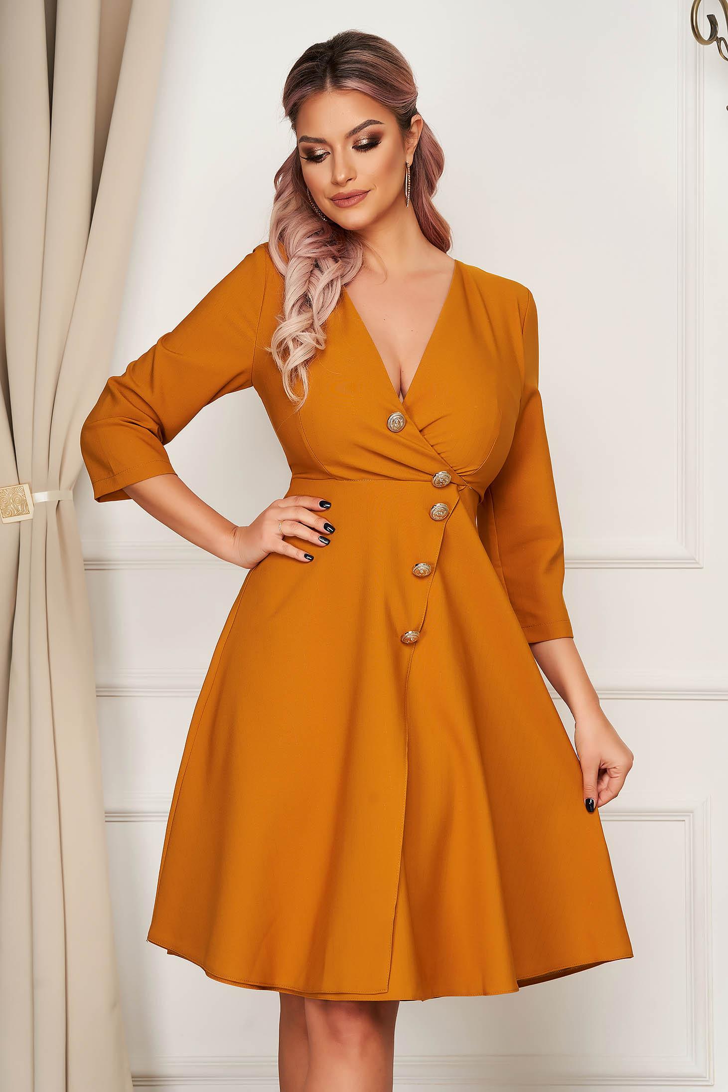 Rochie mustarie eleganta midi in clos din stofa usor elastica accesorizata cu nasturi