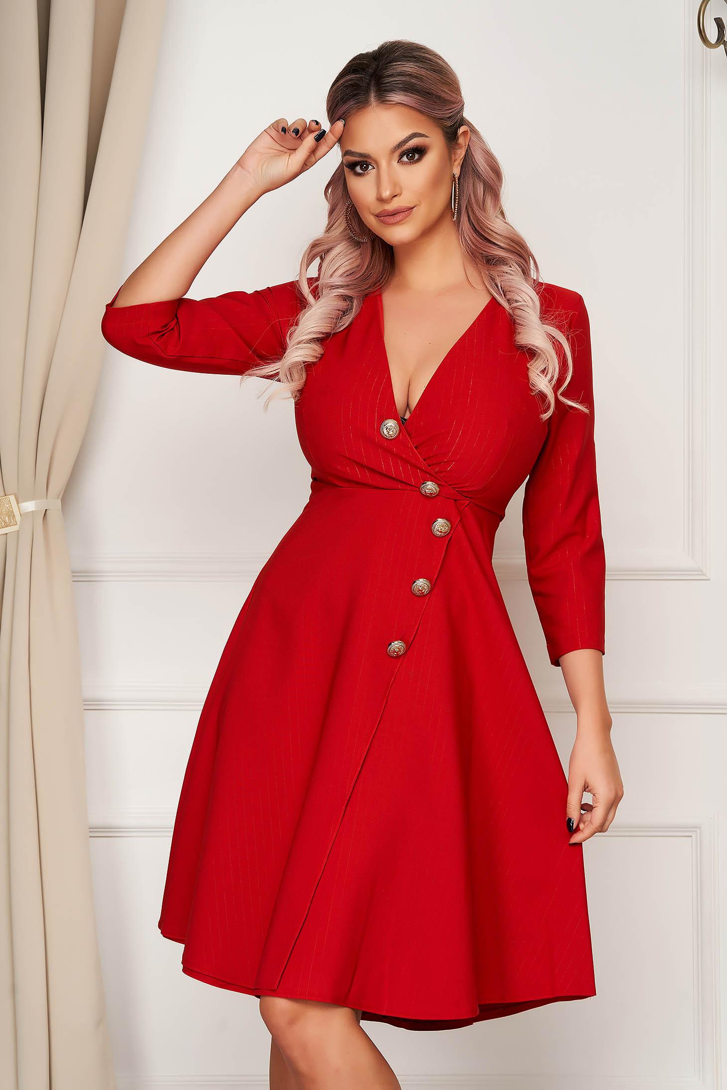 Rochie rosie eleganta midi in clos din stofa usor elastica accesorizata cu nasturi