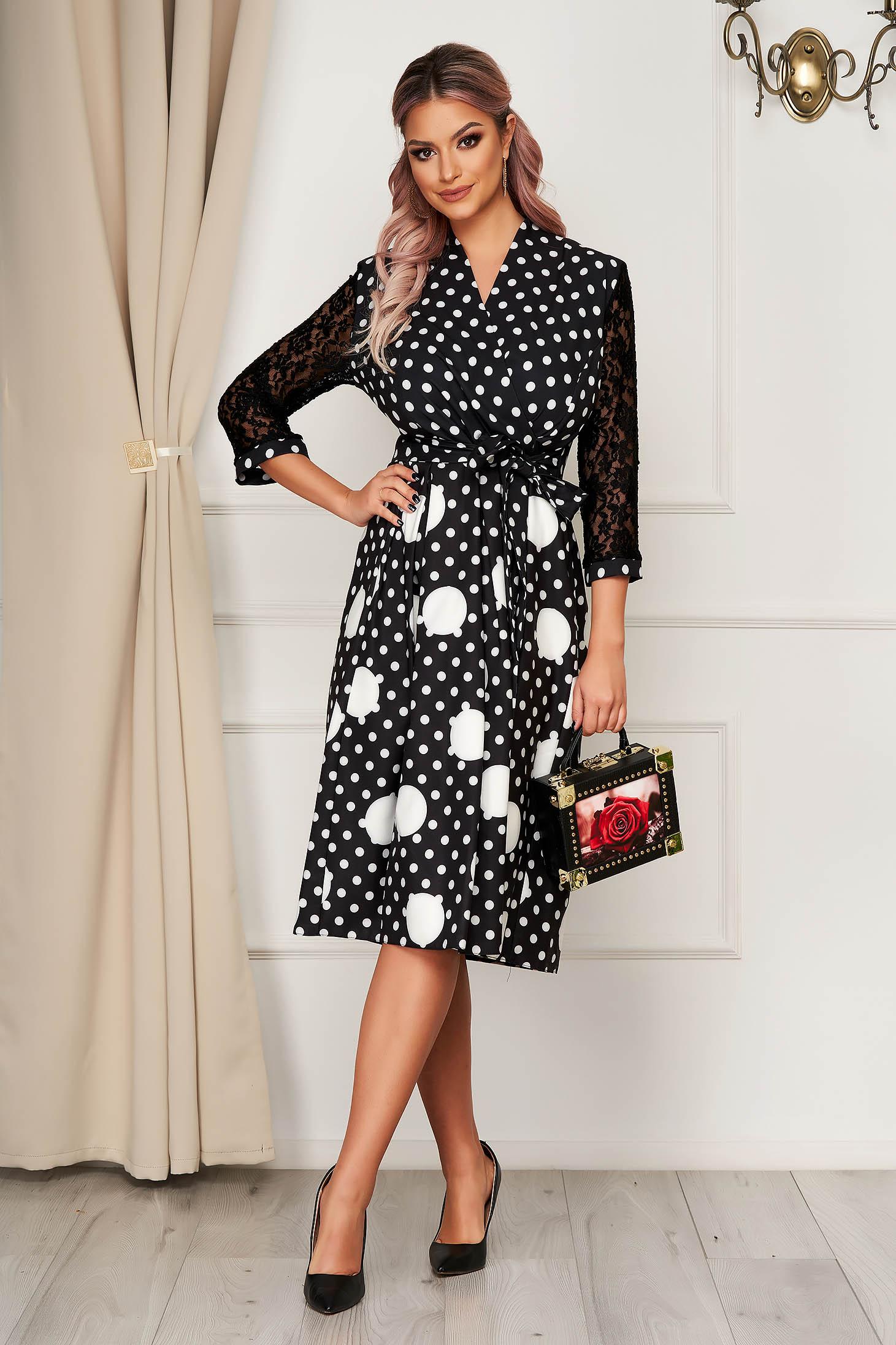 Rochie neagra eleganta midi in clos din stofa cu decolteu petrecut