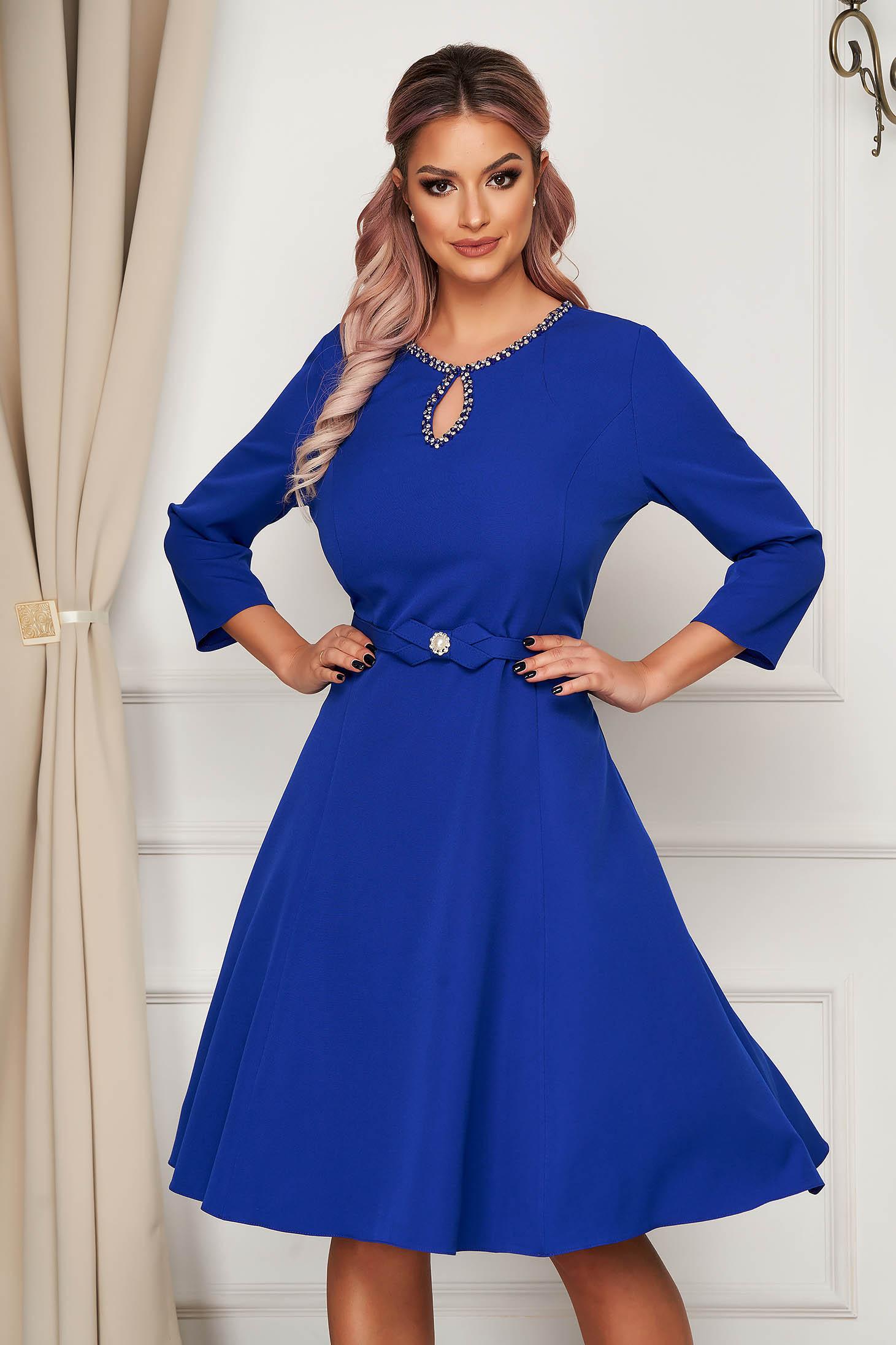 Rochie albastra midi eleganta din stofa in clos cu aplicatii cu pietre strass