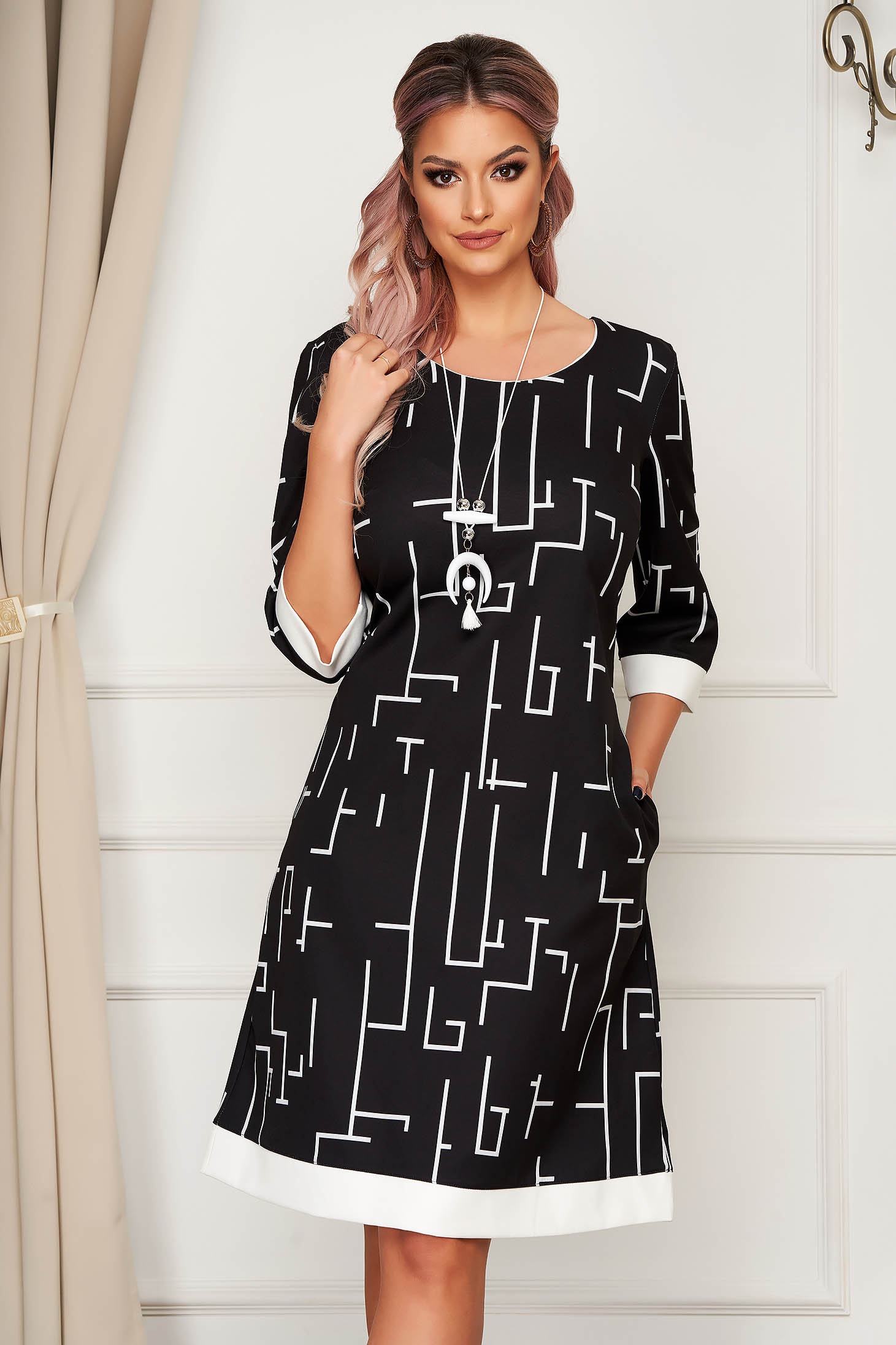 Rochie neagra eleganta midi cu croi larg accesoriu tip colier