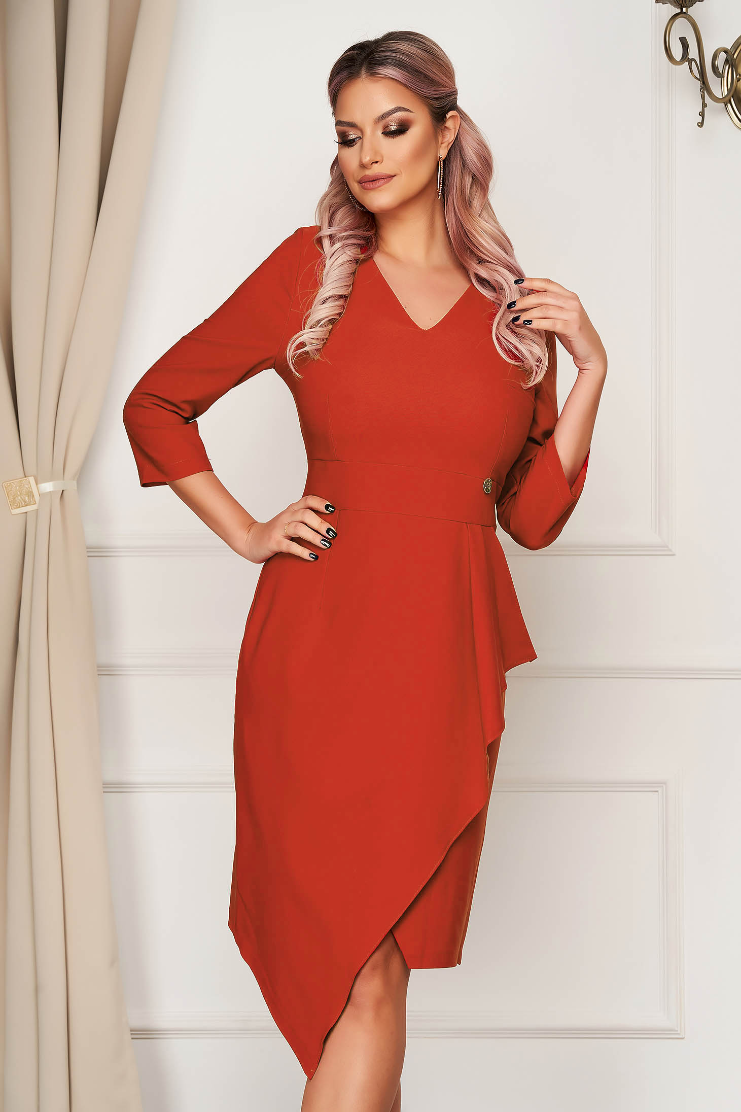 Rochie rosie eleganta midi tip creion din stofa usor elastica cu peplum
