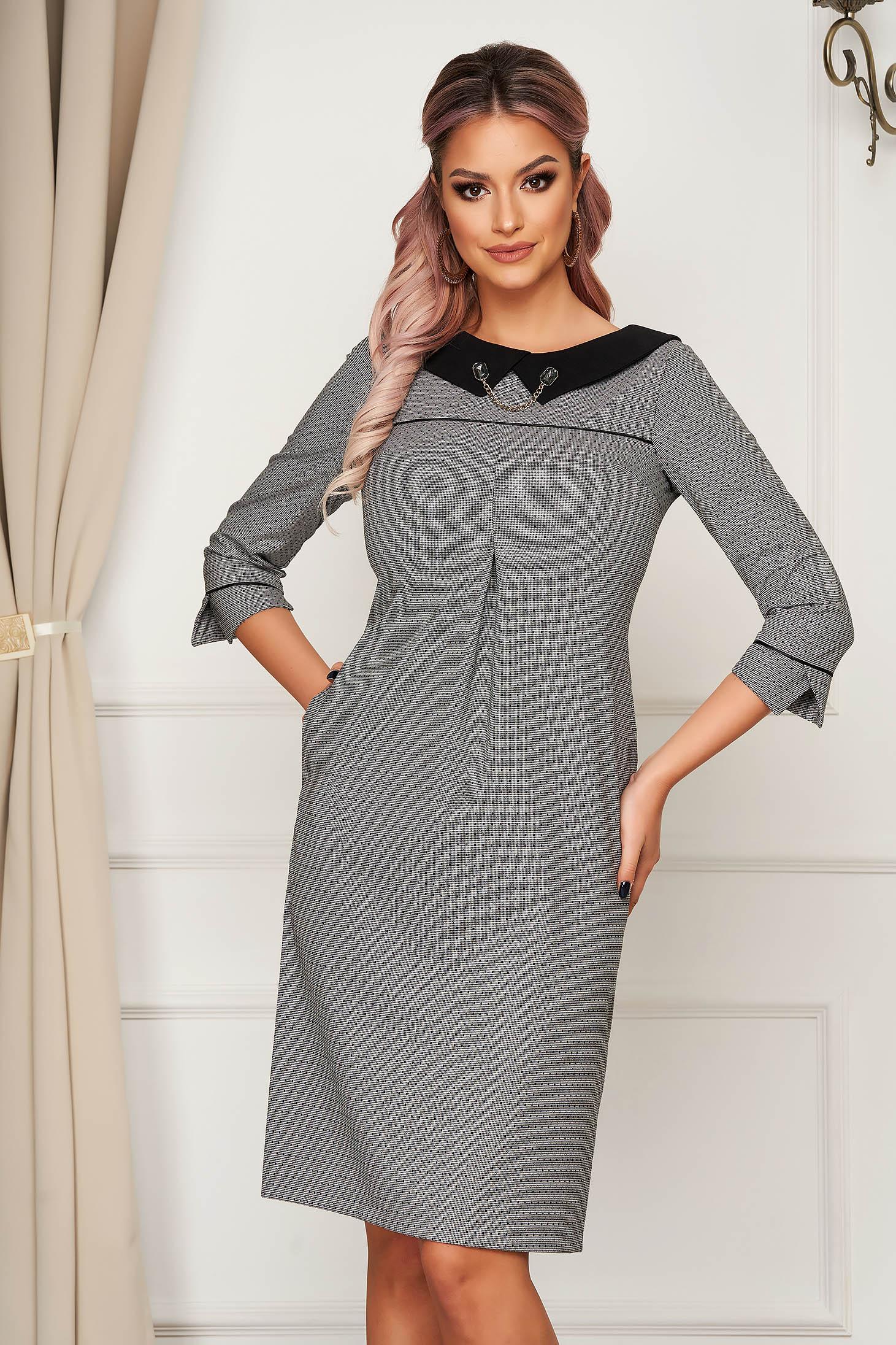 Rochie gri office cu un croi drept din stofa usor elastica cu guler cu aplicatii metalice