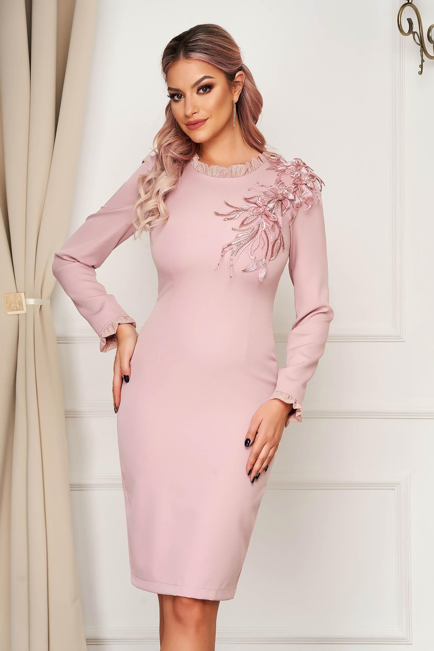Rochie StarShinerS roz prafuit eleganta midi din stofa elastica cu sclipici si flori cu efect 3d