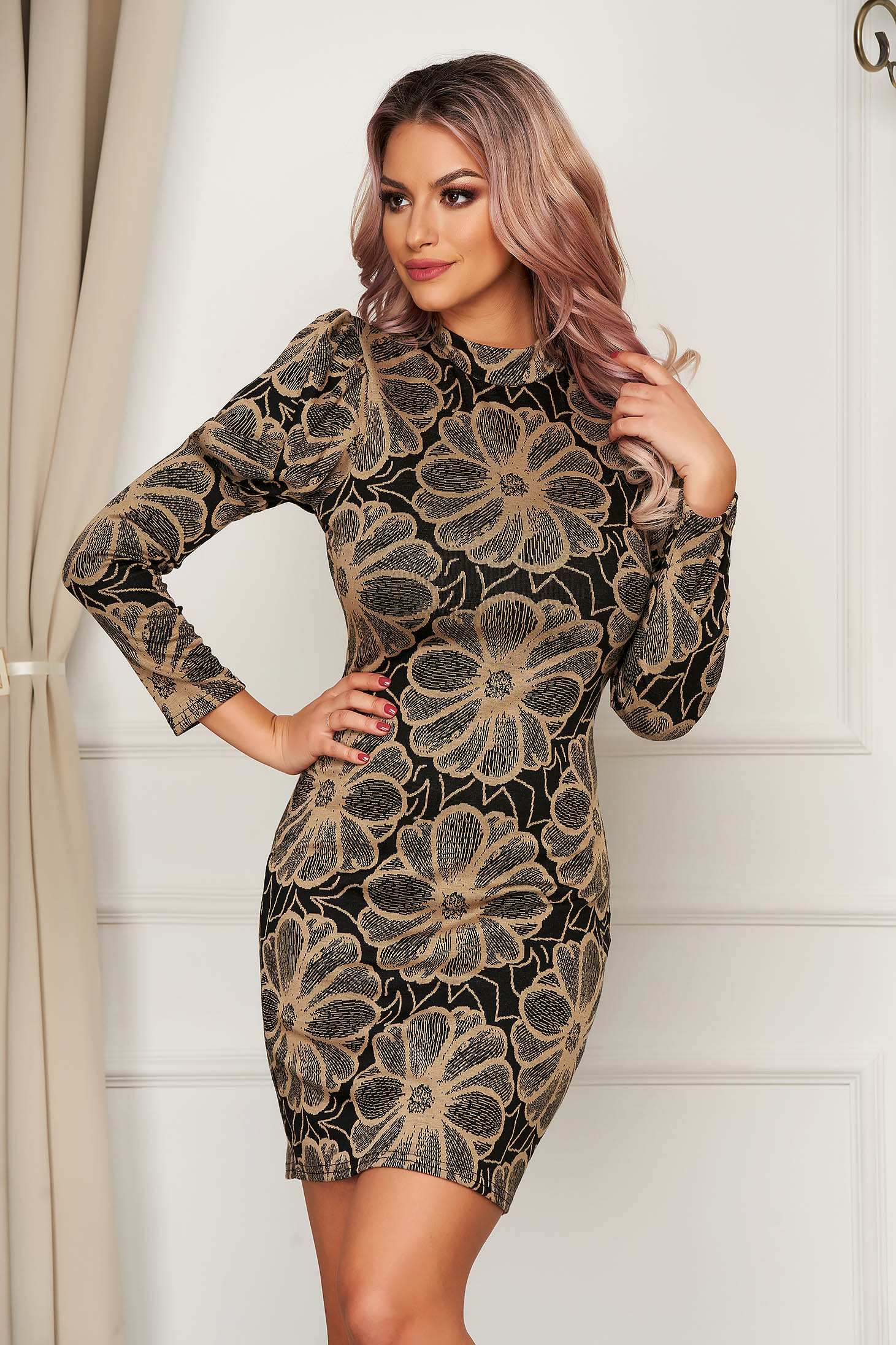 Dress daily with tented cut knitted fabric with floral prints