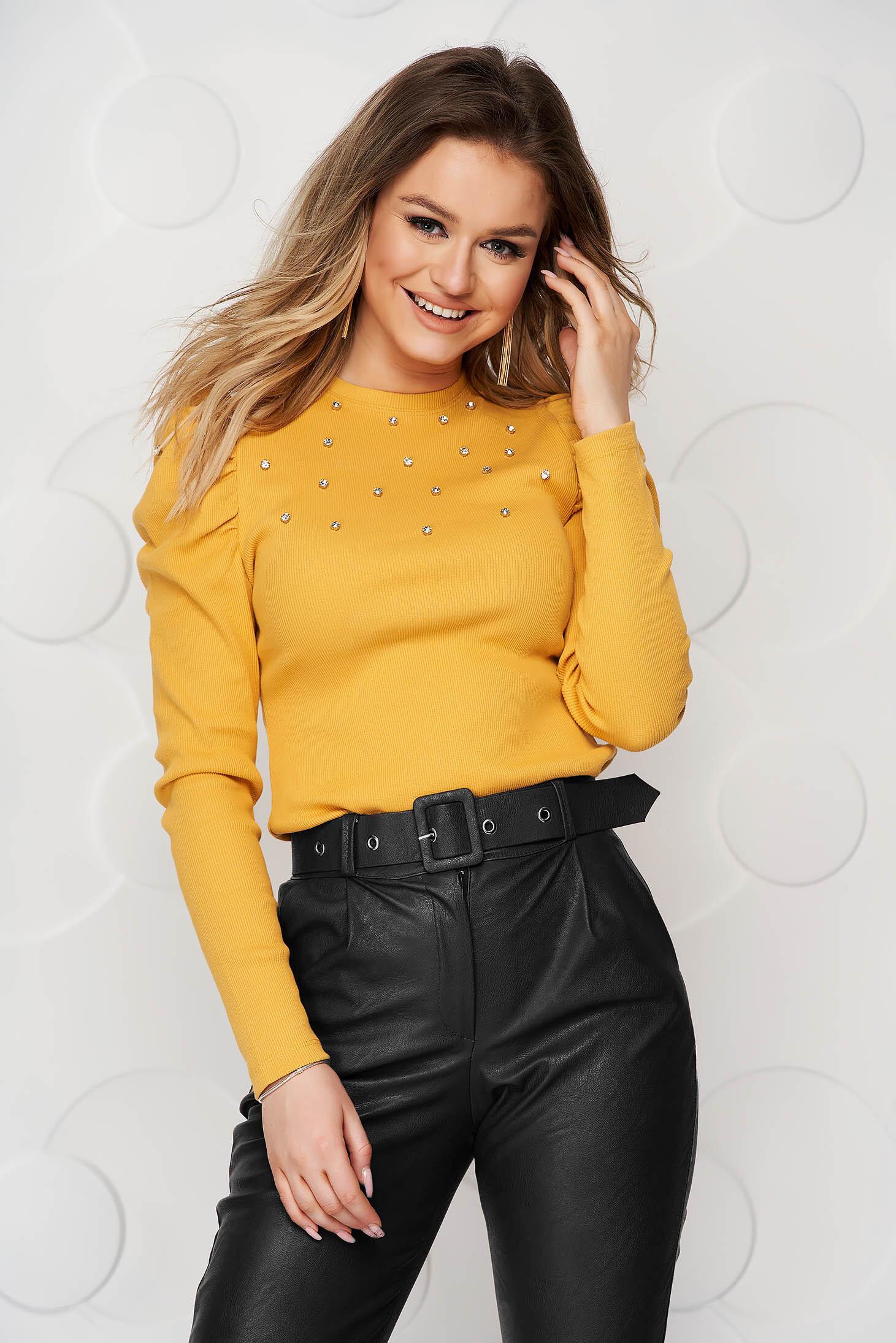Bluza dama SunShine mustarie mulata din material reiat cu aplicatii cu pietre strass si umeri cu volum