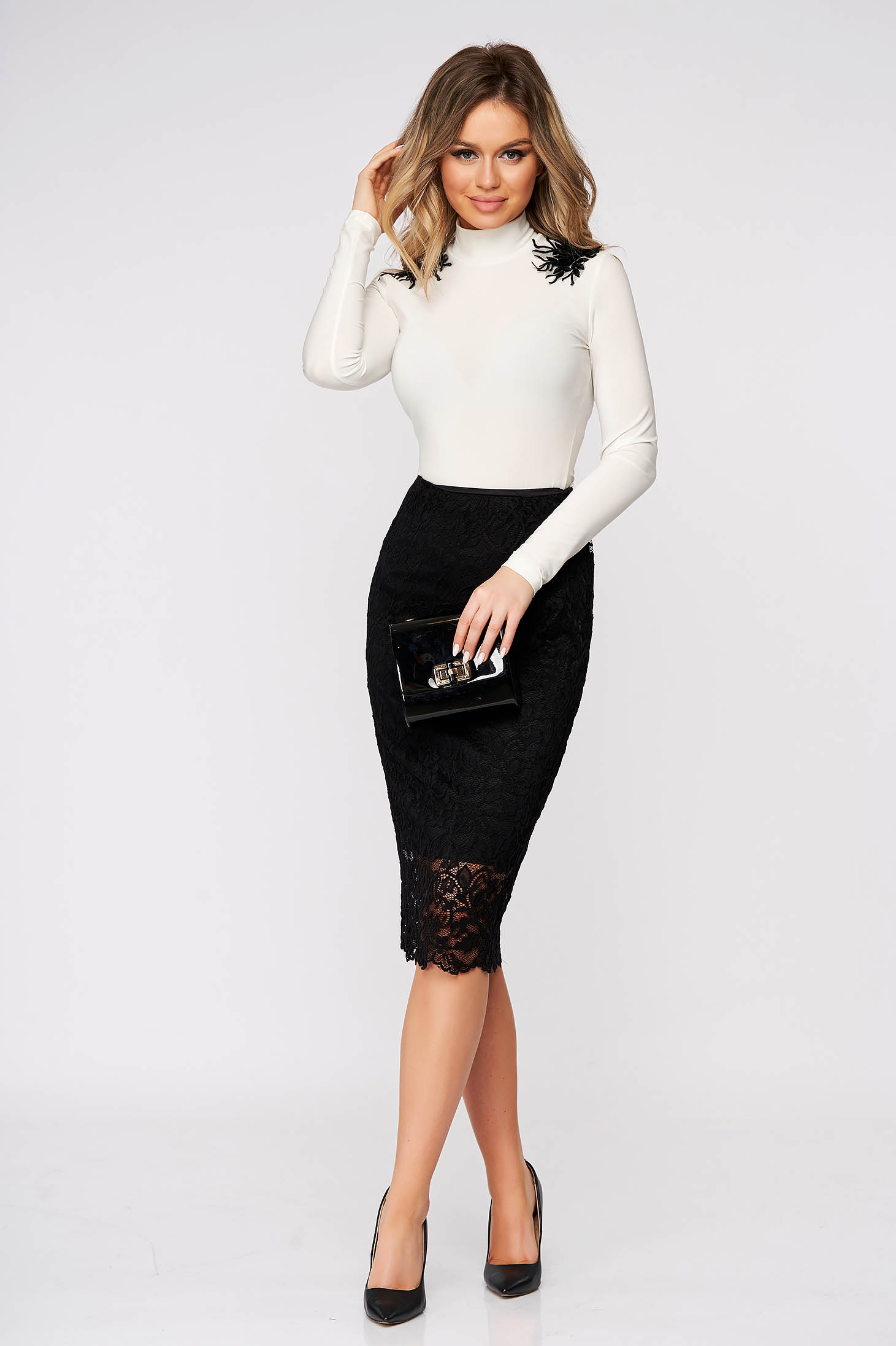 StarShinerS white women`s blouse tented with turtle neck lycra with embroidery details