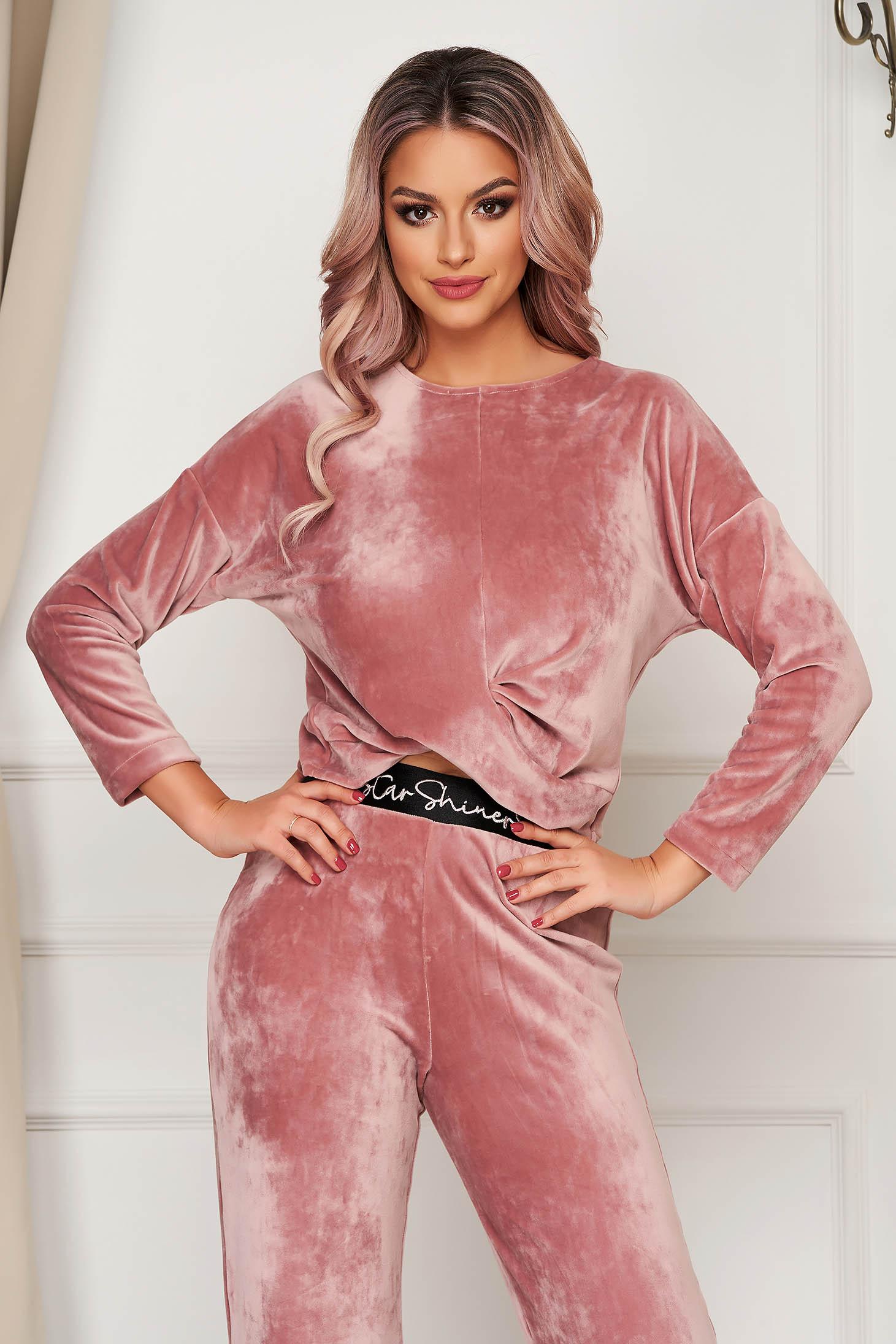 Púder rózsaszínű StarShinerS casual bő szabású rövid bársony női blúz