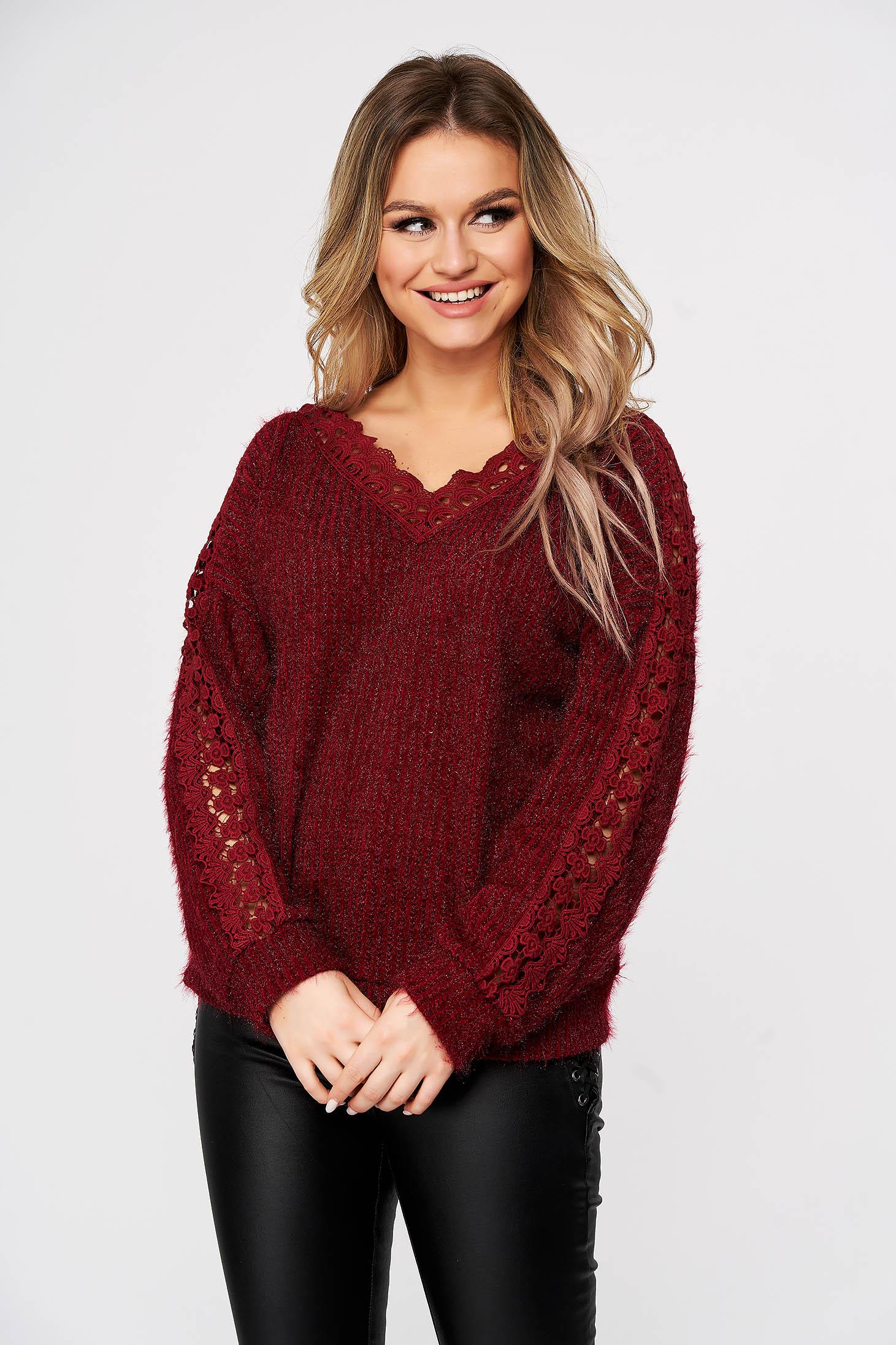 Pulover SunShine visiniu casual cu croi larg din material tricotat si aplicatii de dantela