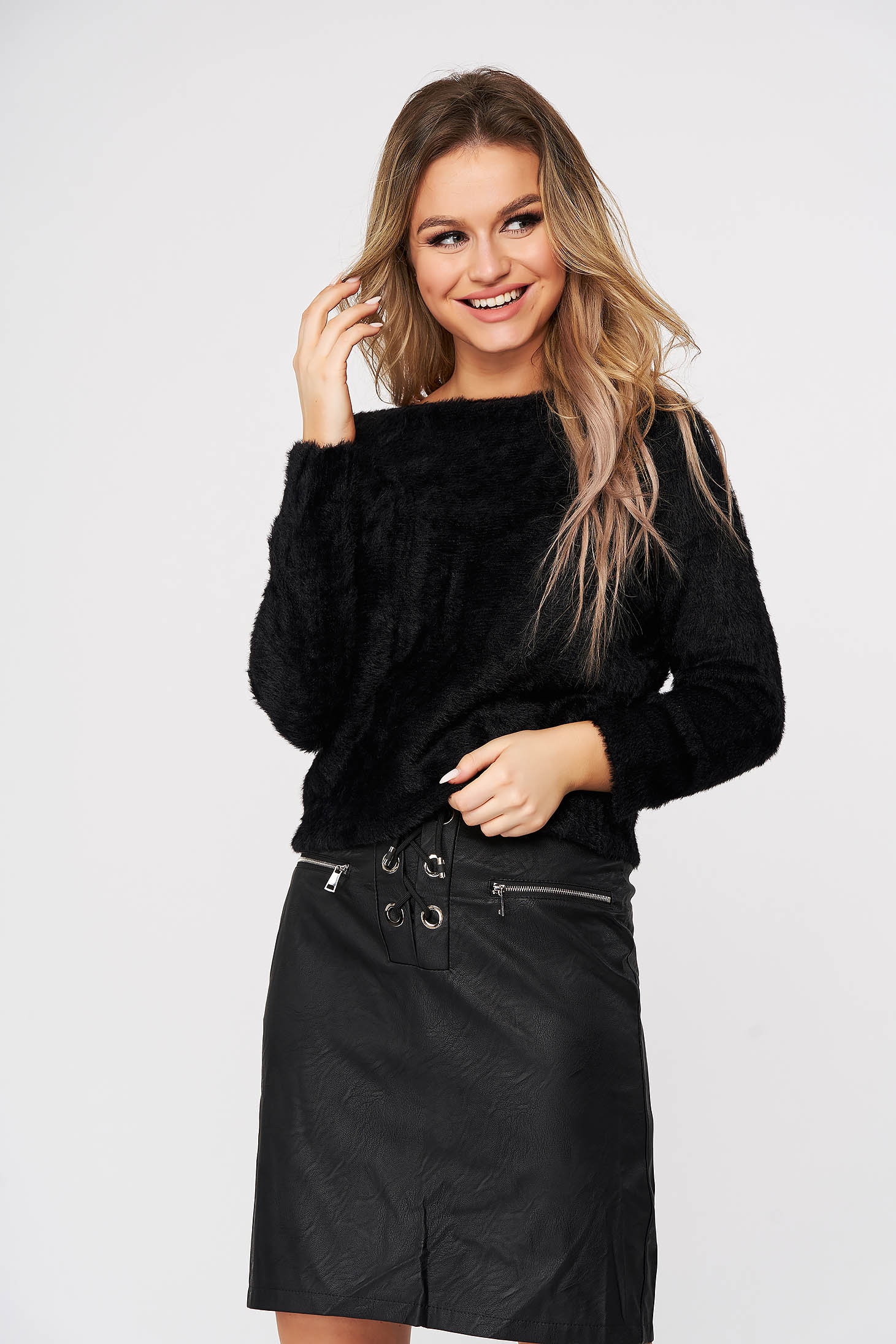 Pulover SunShine negru casual din material pufos tricotat cu croi larg