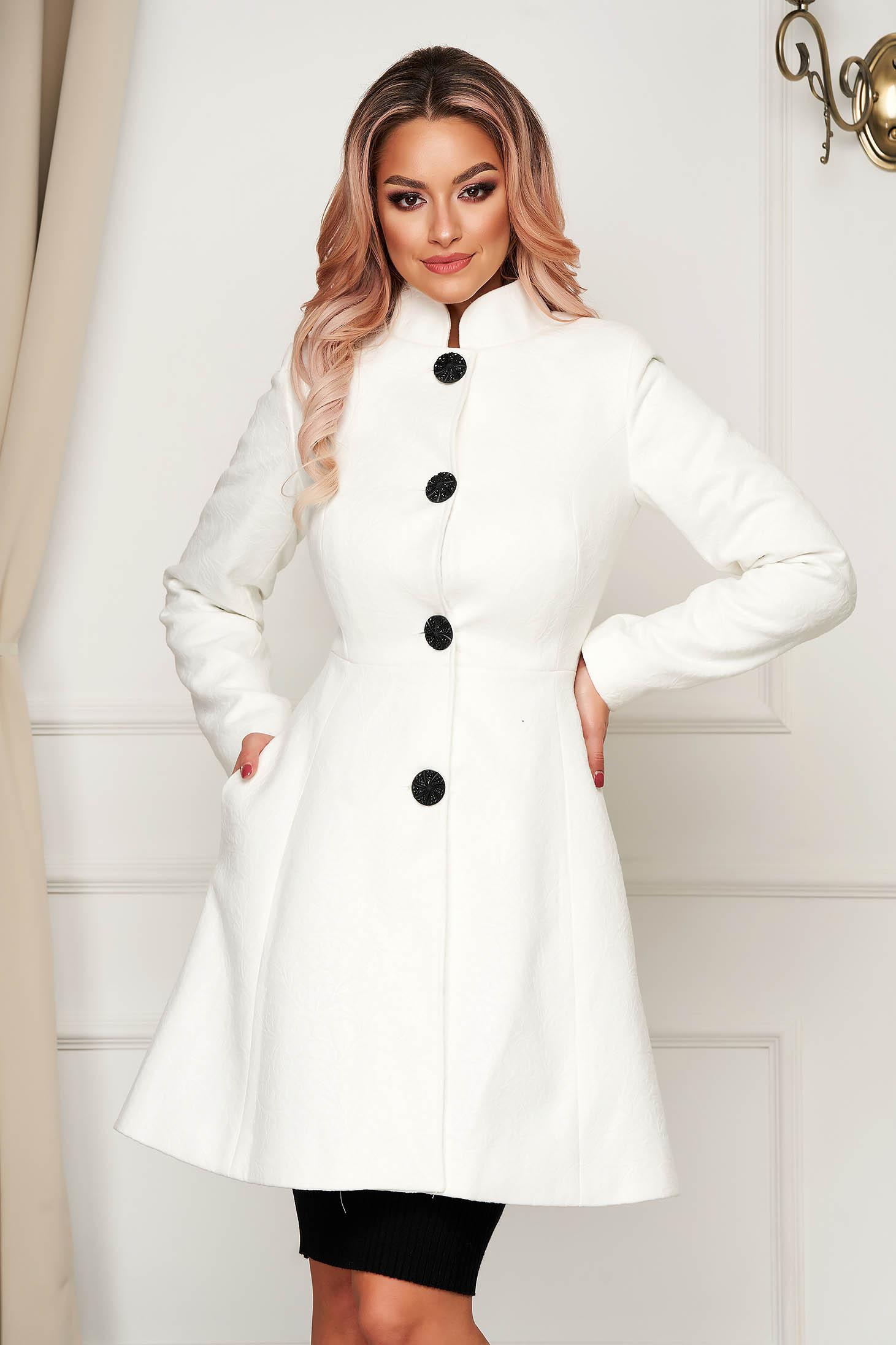 Fehér elegáns harang kabát rugalmatlan szövetből béléssel rövid szivacsos vállrésszel