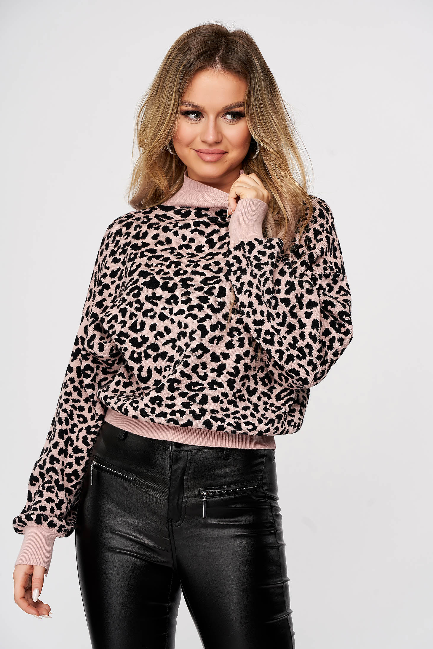 Lightpink sweater turtleneck knitted with animal print casual