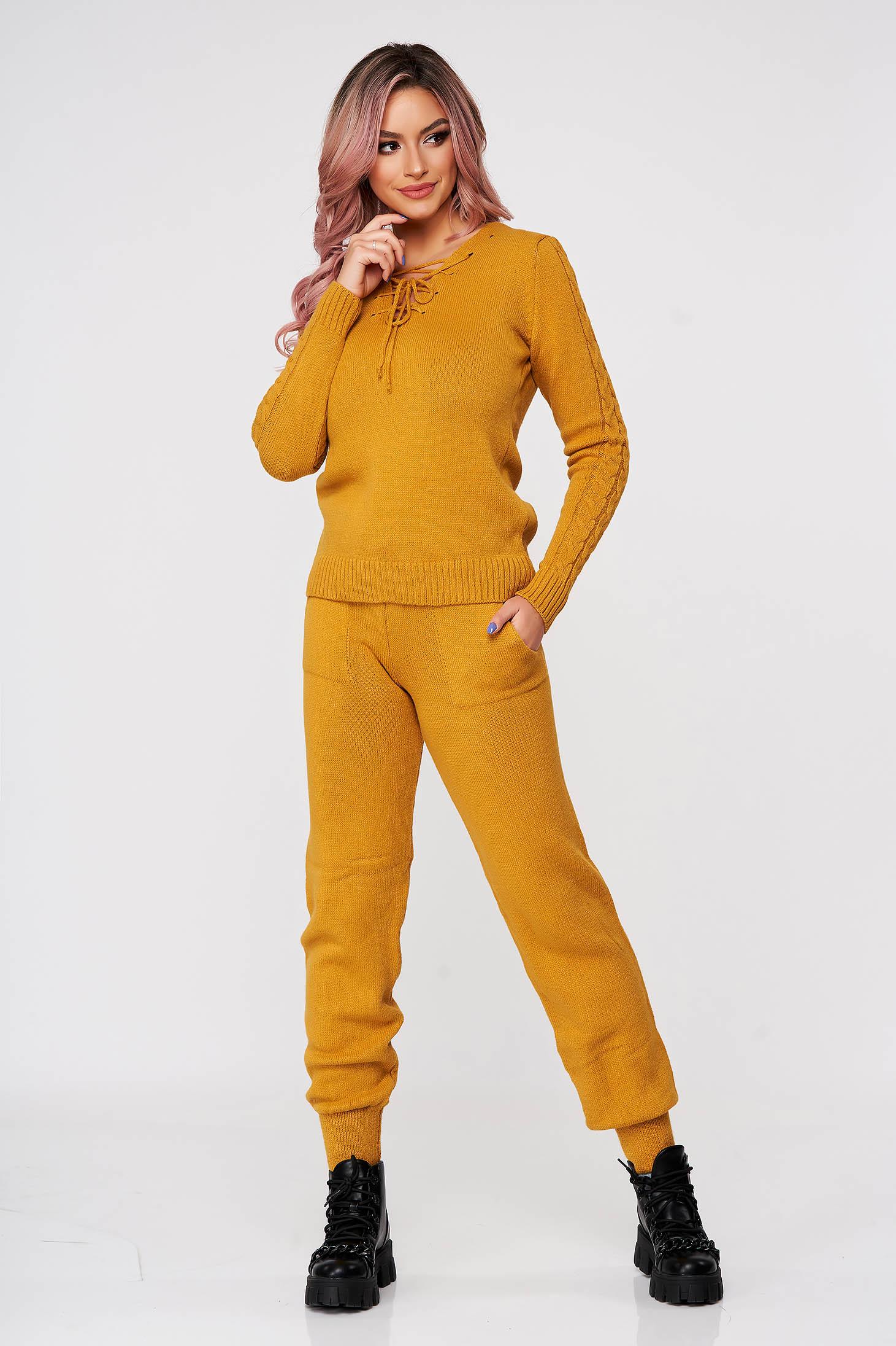 Trening dama SunShine mustariu tricotat din doua piese cu snur si cu insertii din material impletit
