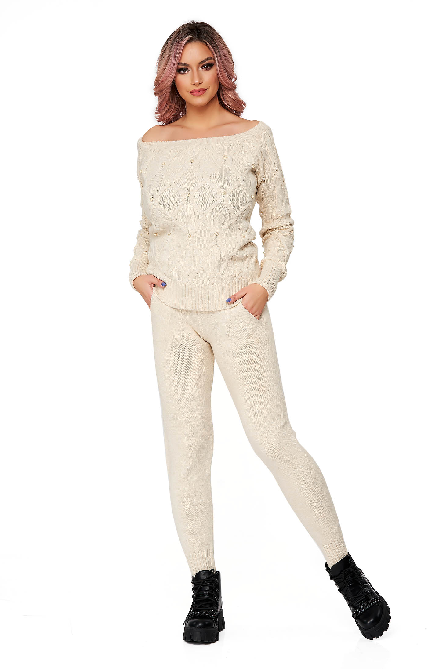 Cream sport 2 pieces from two pieces flared knitted fabric