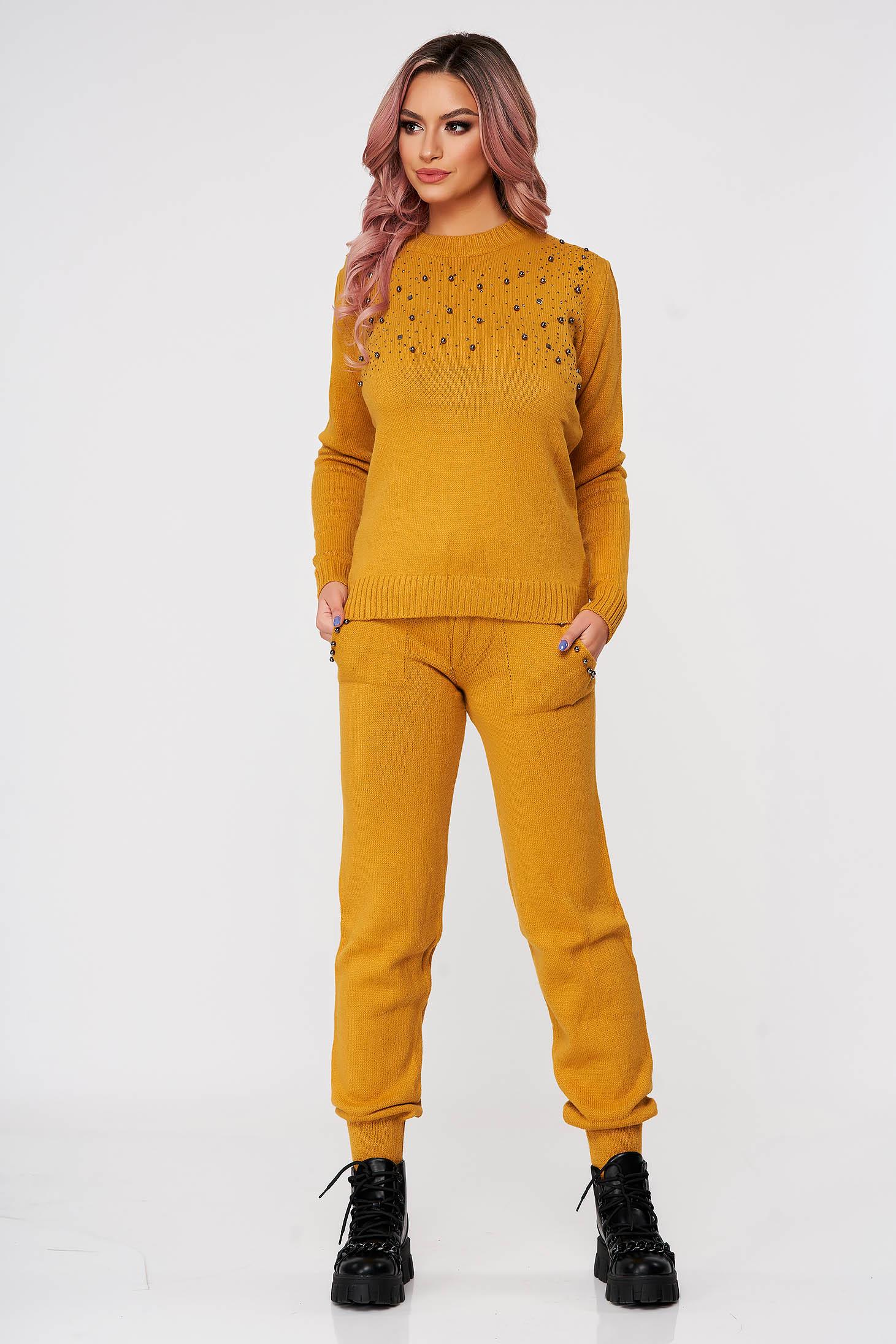 Trening dama SunShine mustariu tricotat din doua piese cu talie medie si aplicatii cu perle