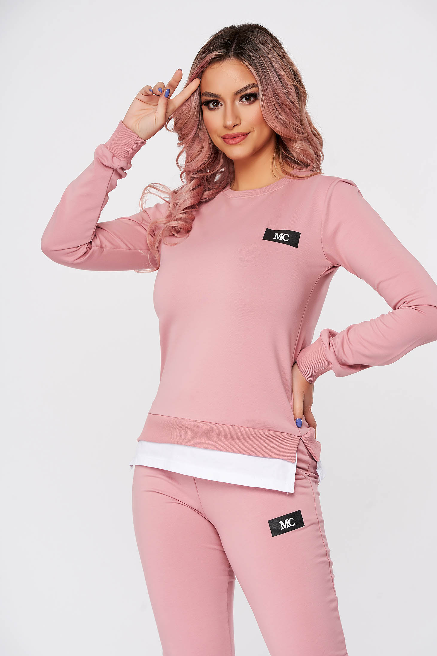 Trening dama SunShine roz din 2 piese cu pantaloni din bumbac cu croi larg si slit lateral