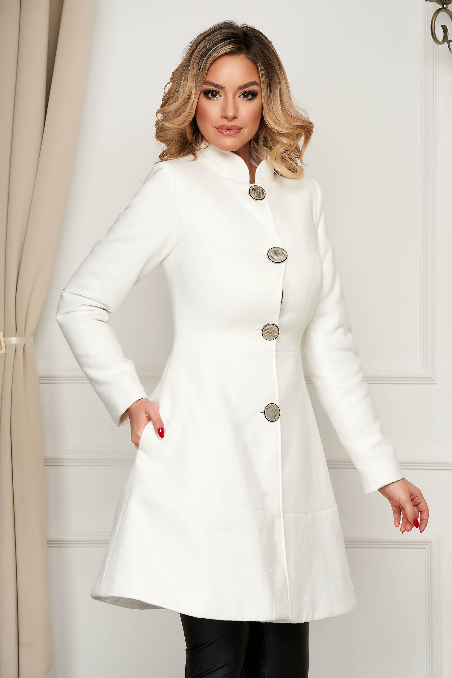 Elegant white coat cloth cloche with pockets with inside lining
