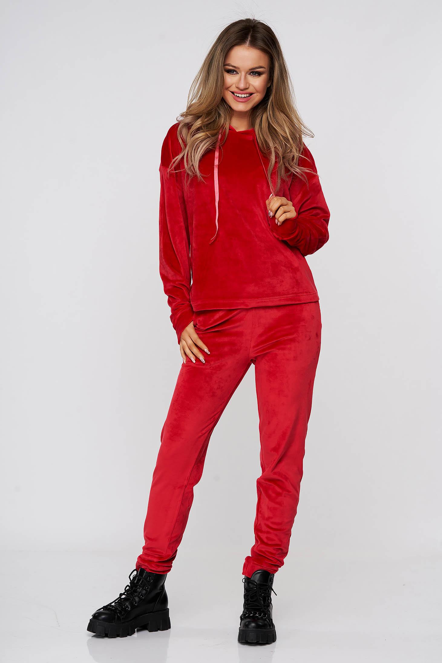 Piros két részes fix kapucnis bő szabású casual sportos szettek bársonyból