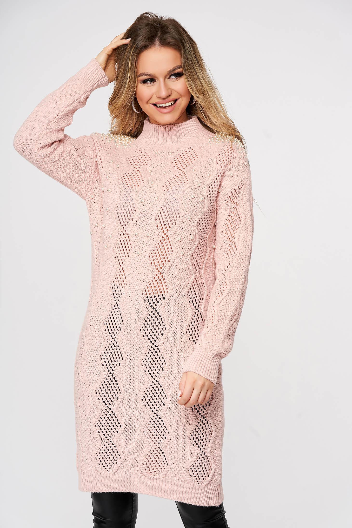 Pulover SunShine roz deschis lung tricotat cu croi larg si aplicatii cu perle