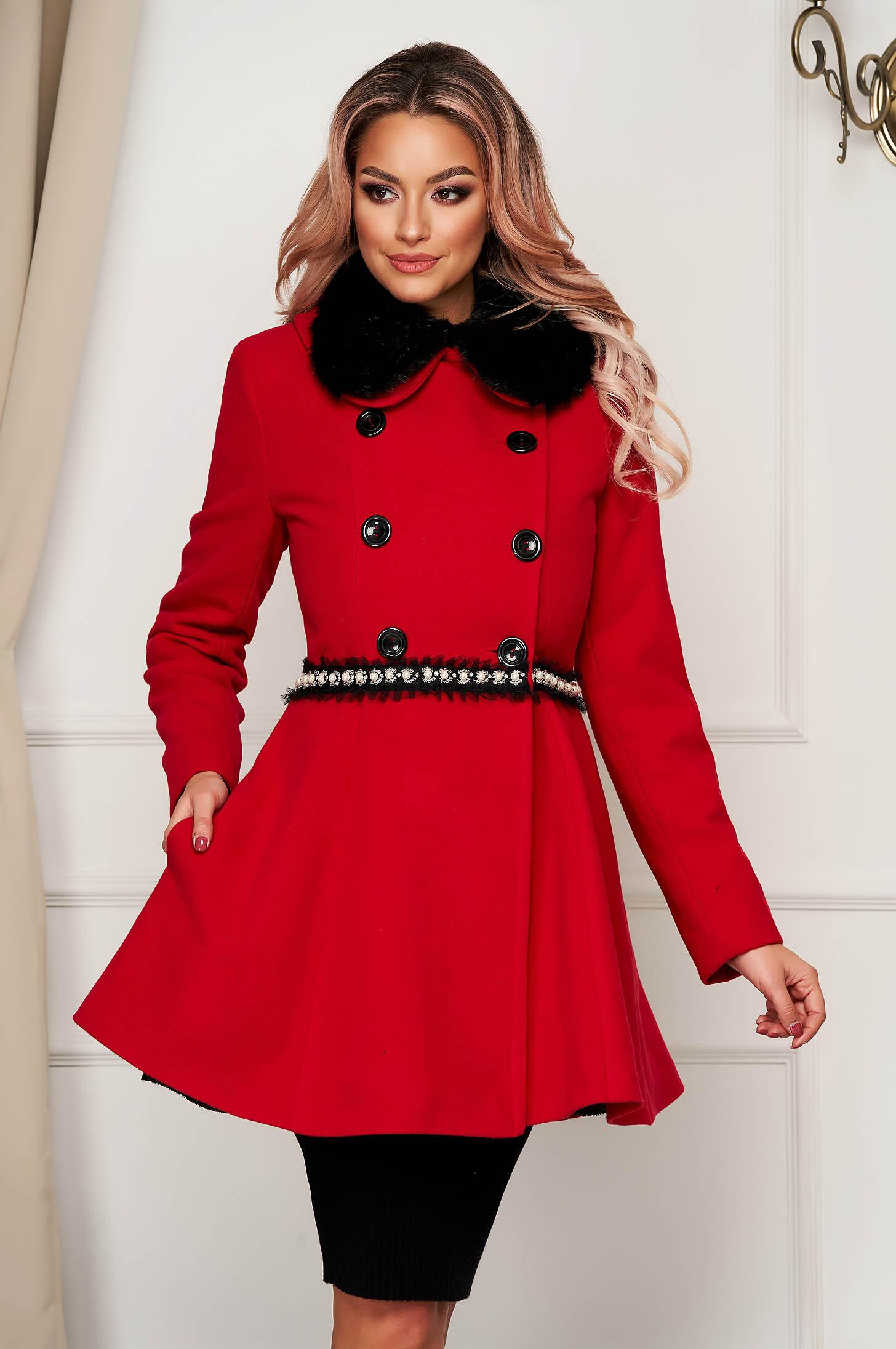 Palton din lana rosu elegant scurt in clos cu guler din blana artificiala