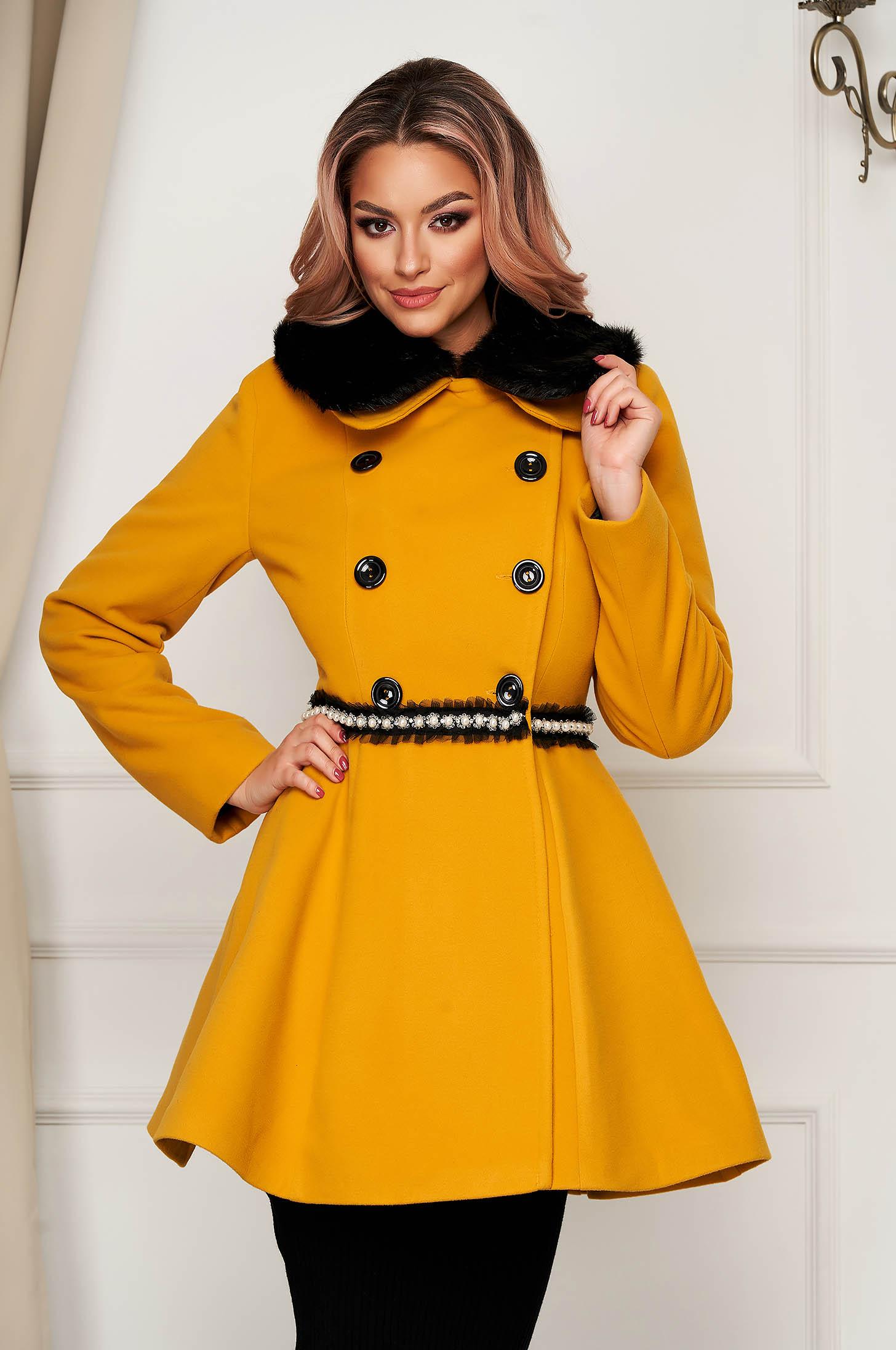 Palton din lana mustariu elegant scurt in clos cu guler din blana artificiala