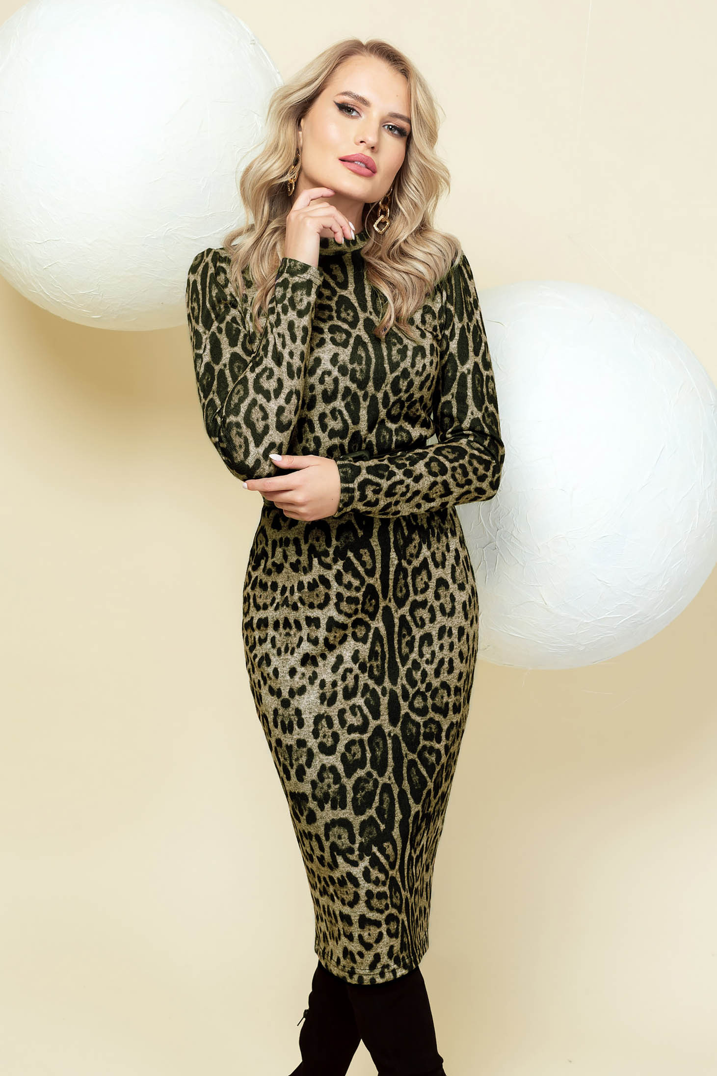 Dress pencil elegant khaki midi accessorized with belt high shoulders