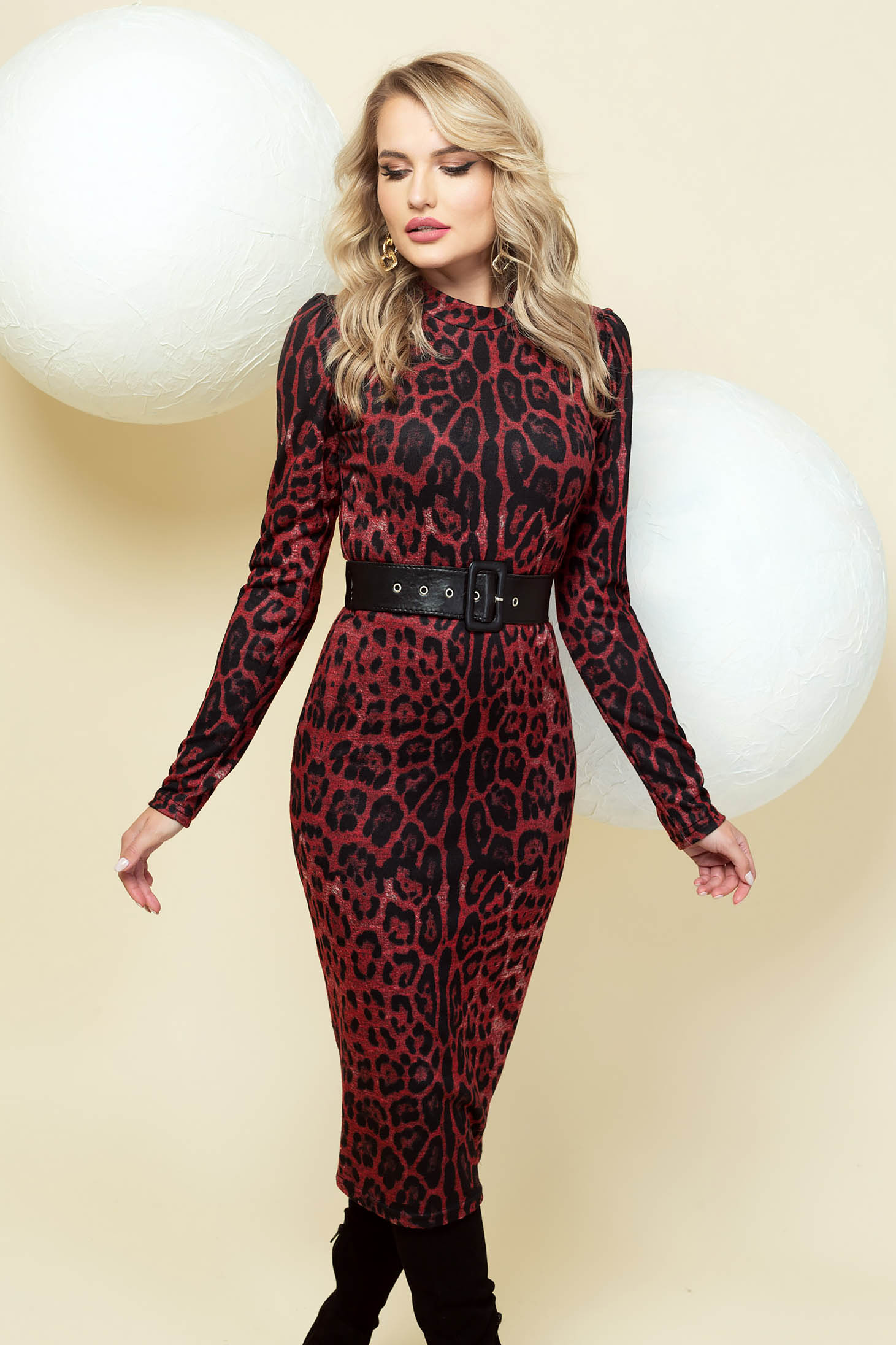 Dress pencil elegant red midi accessorized with belt high shoulders