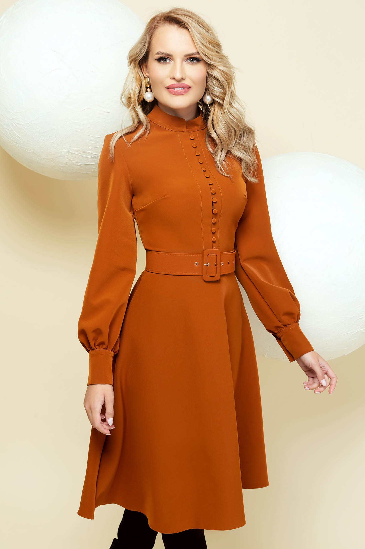 Elegant bricky cloche dress with puffed sleeves accessorized with belt