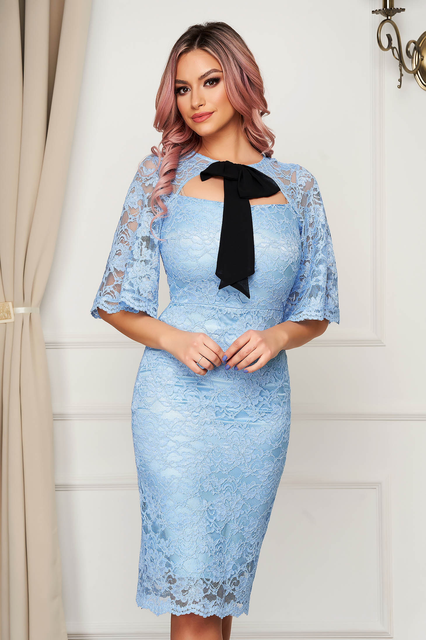 Elegant lightblue dress laced midi pencil with bow