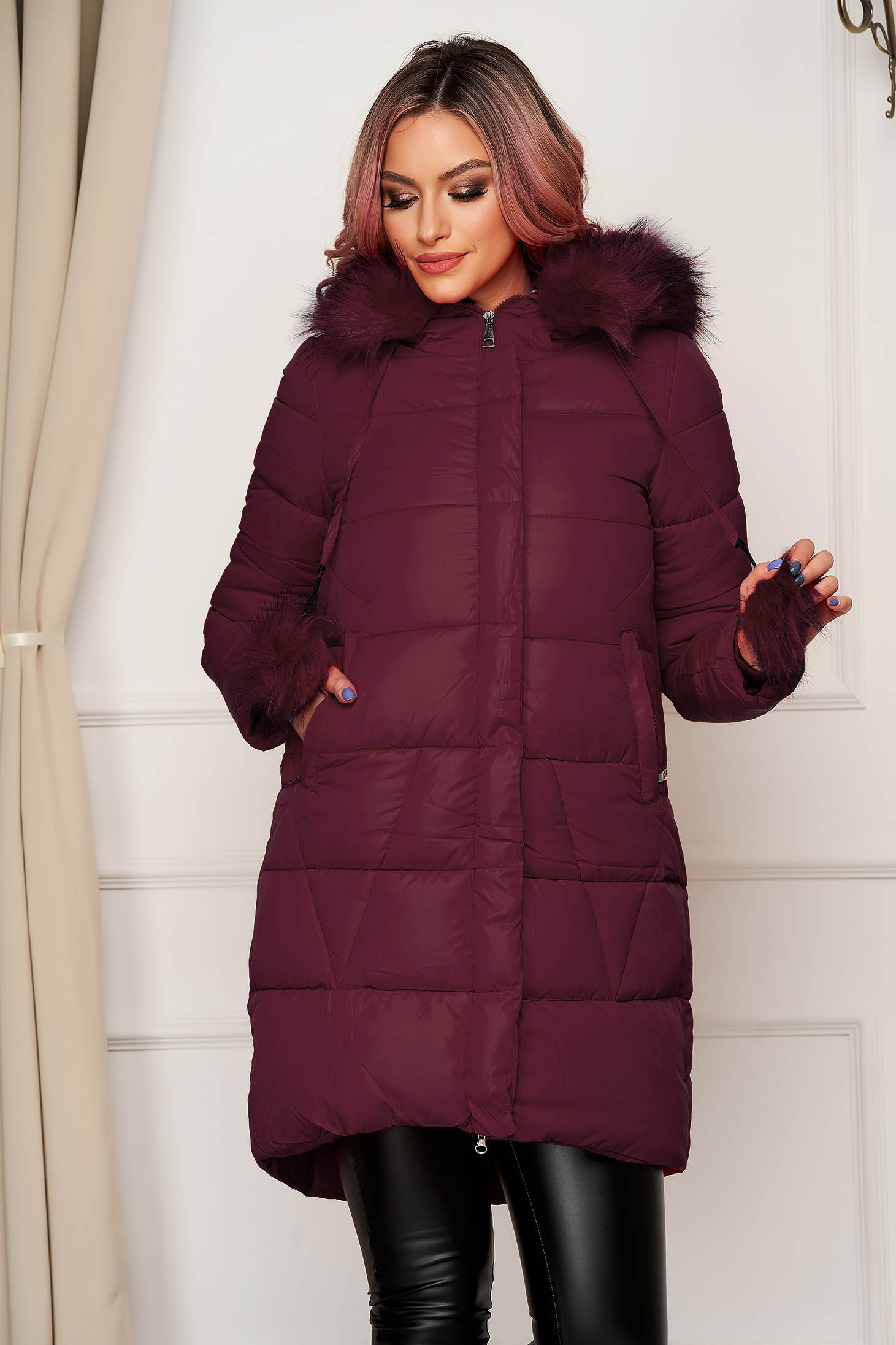 Jacket burgundy from slicker with furry hood with pockets long with tassels