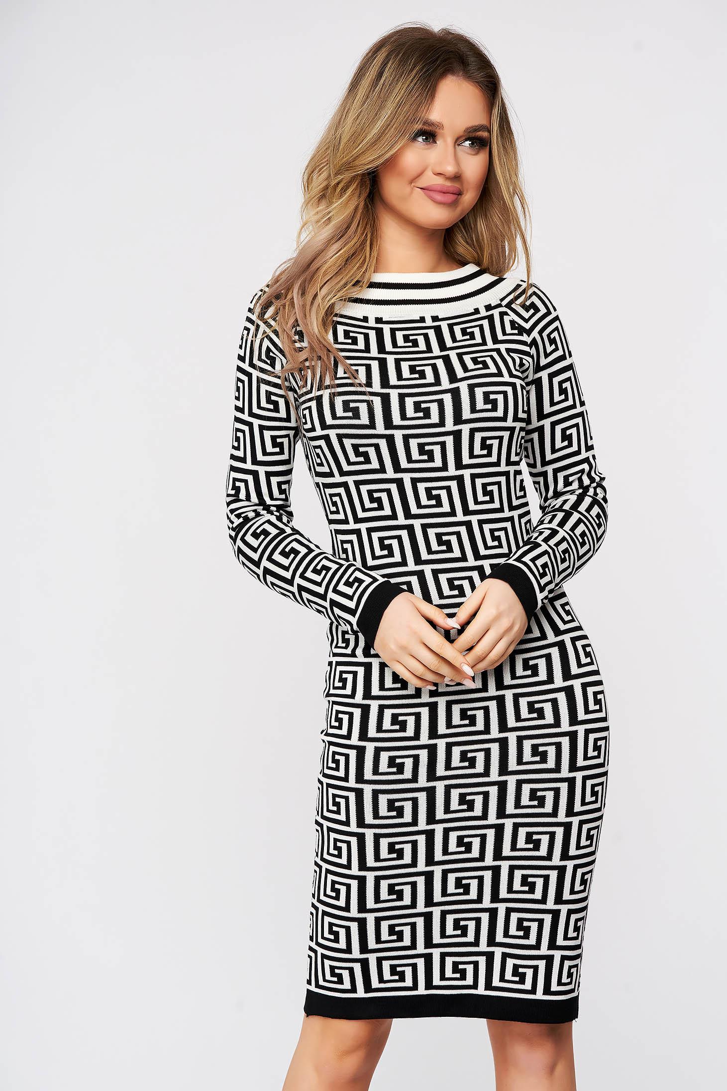 Rochie SunShine alba tricotata din material reiat elastic si fin cu imprimeu grafic si cu un croi mulat