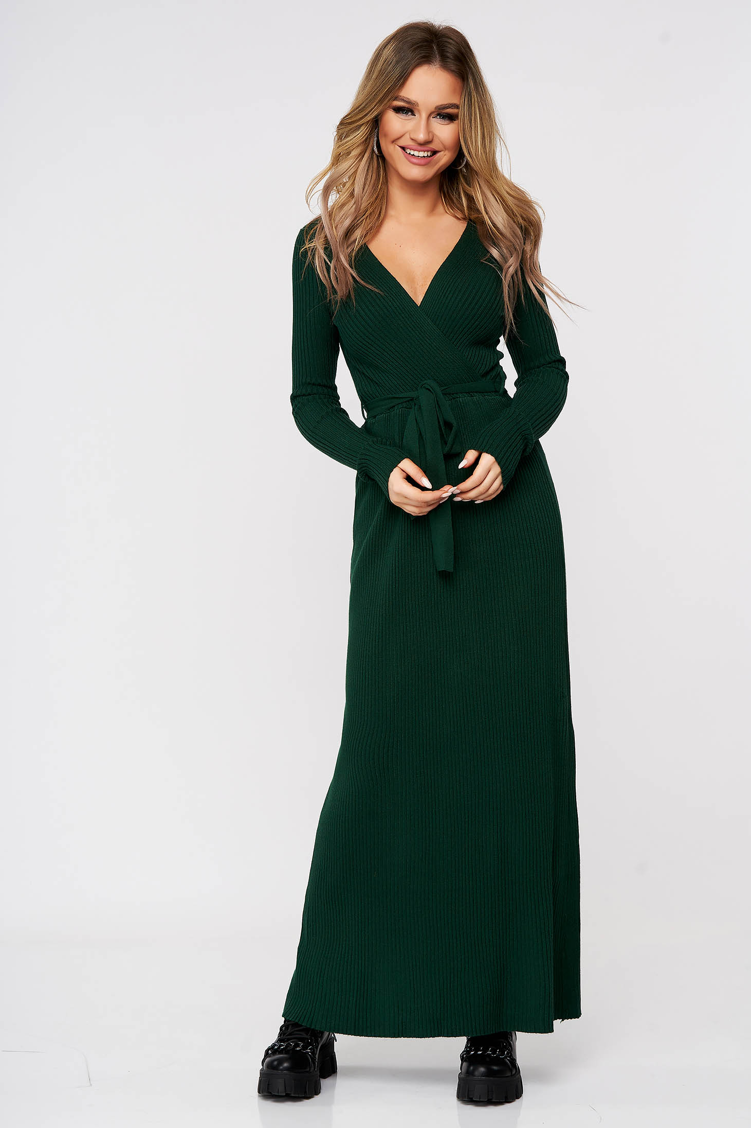 Green dress knitted accessorized with tied waistband from striped fabric from elastic and fine fabric casual