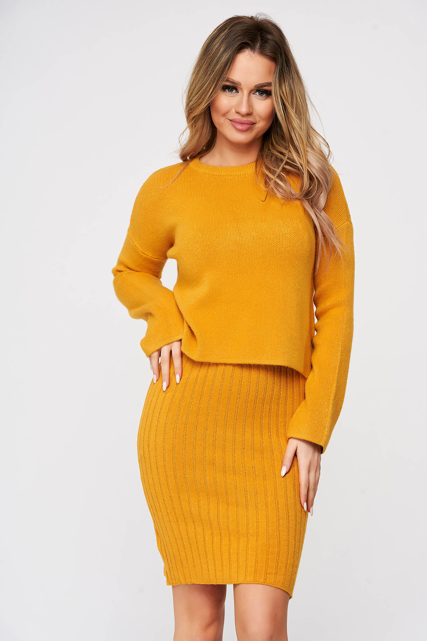 Lady set mustard 2 pieces with dress from striped fabric from elastic and fine fabric