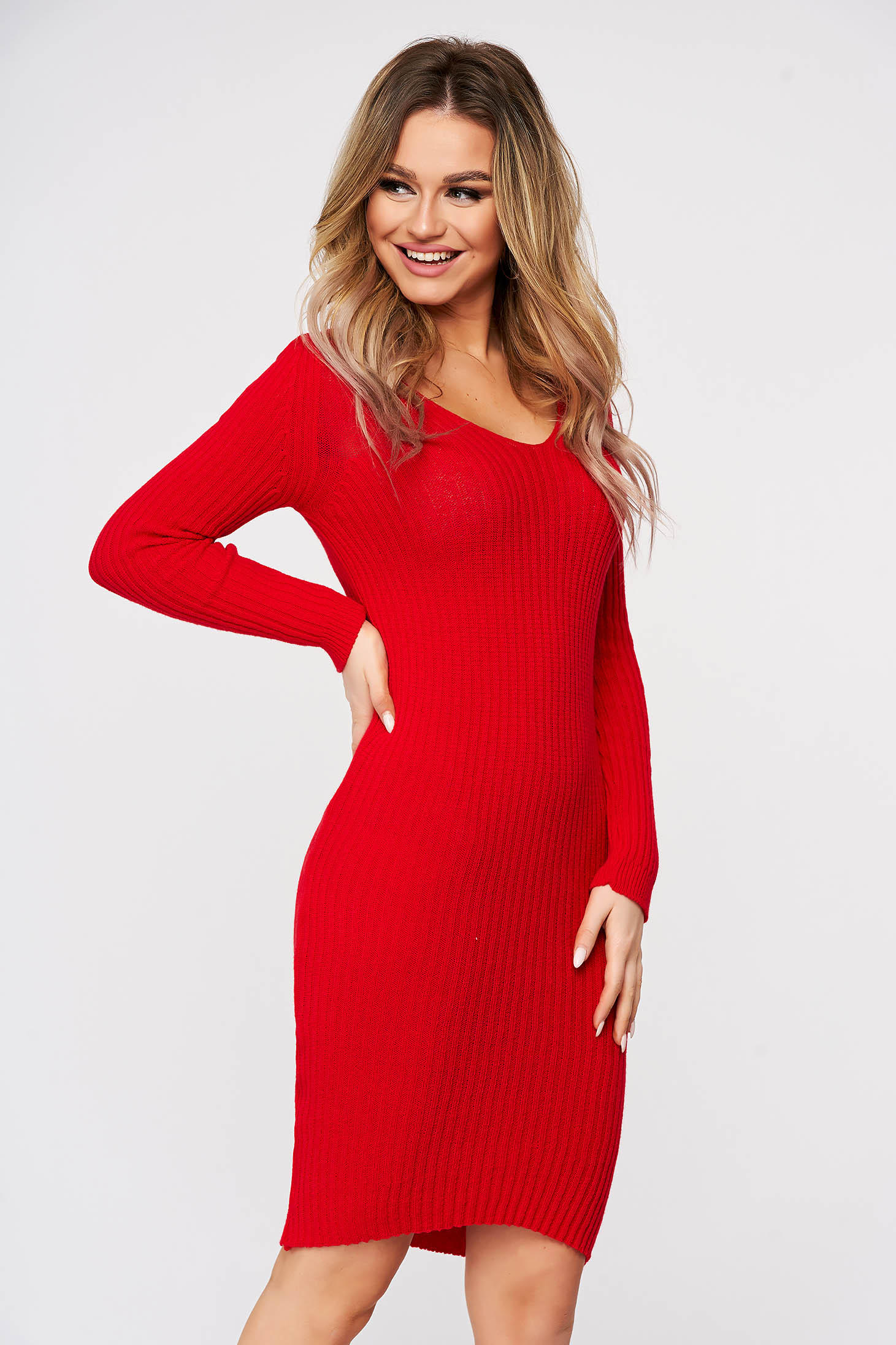 Red dress from elastic and fine fabric with v-neckline from striped fabric midi knitted