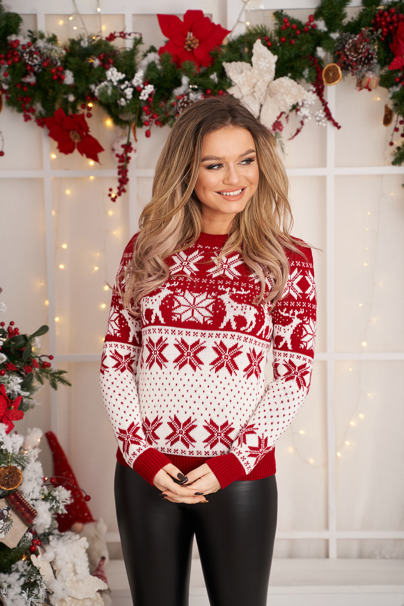 Casual red sweater with print details knitted fabric neckline