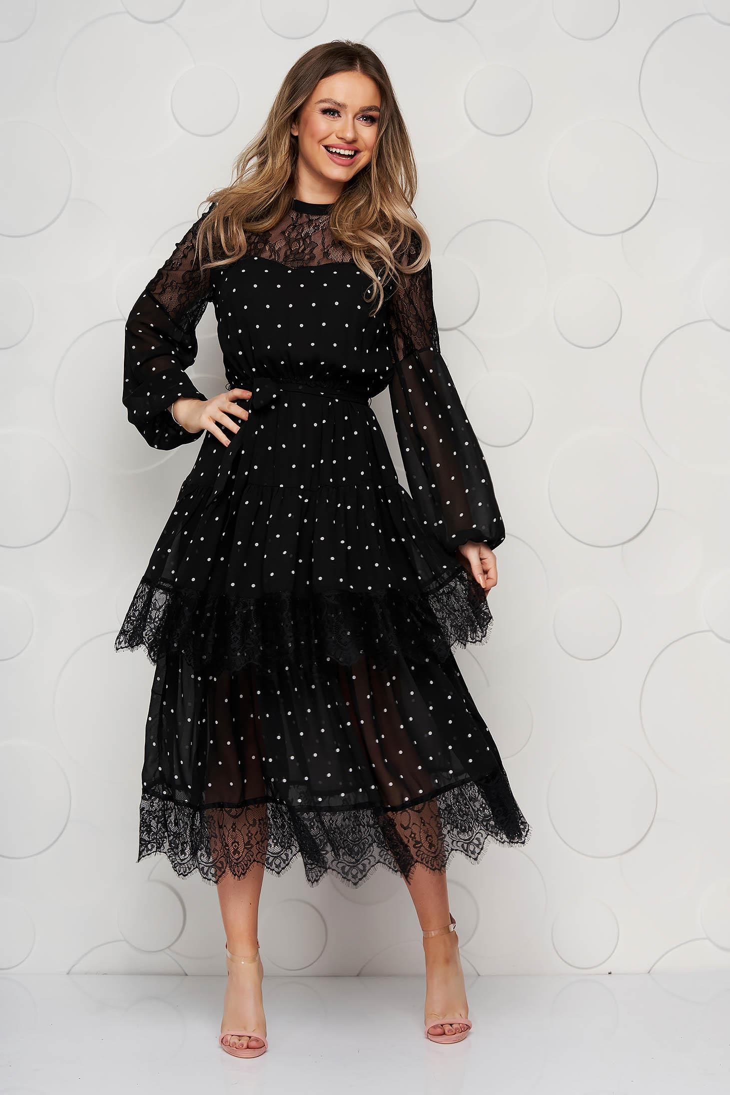 Fekete midi pöttyös harang ruha csipke díszítéssel és övvel ellátva