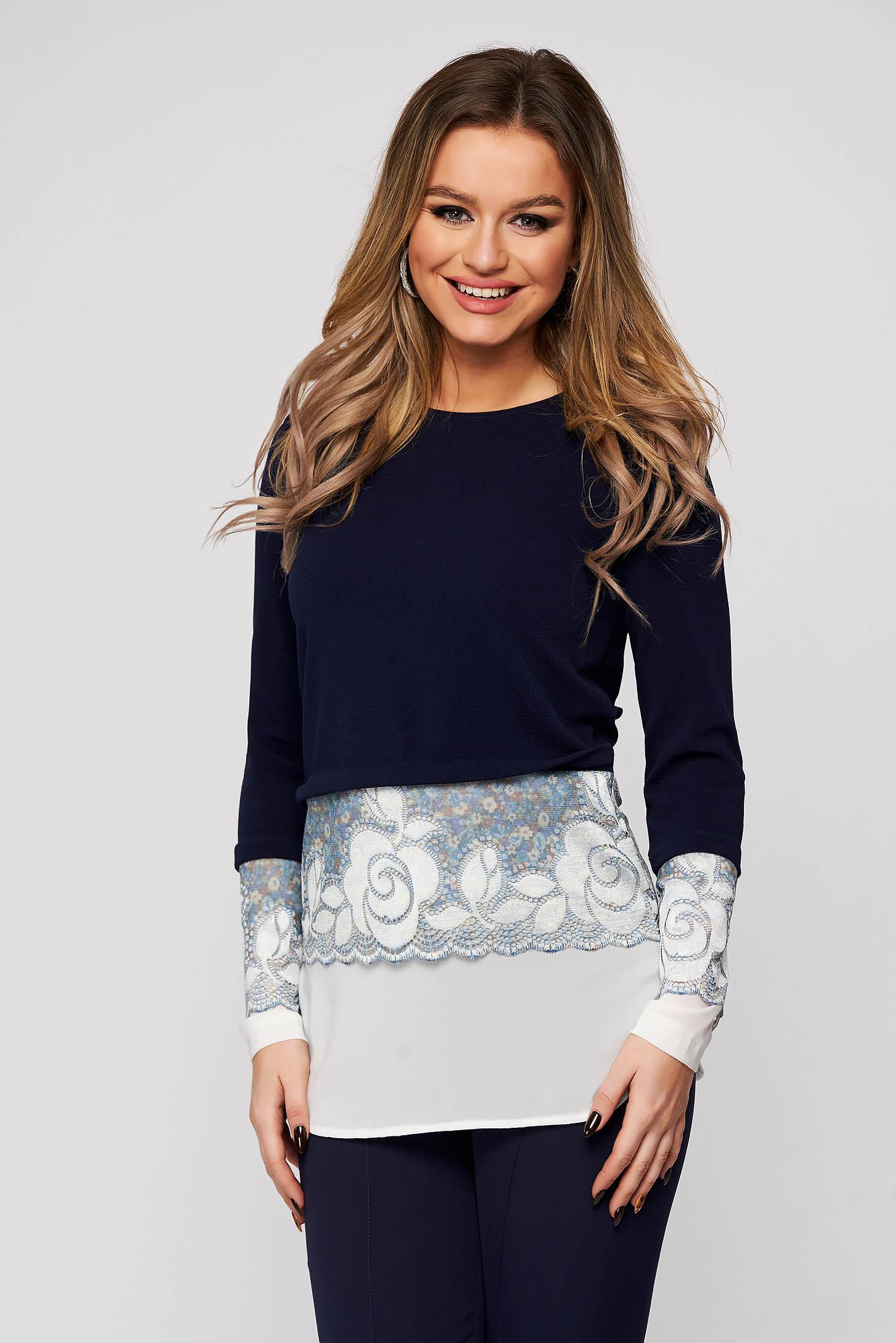 Bluza dama StarShinerS albastru-inchis din stofa cu aplicatii de dantela slit lateral cu croi larg