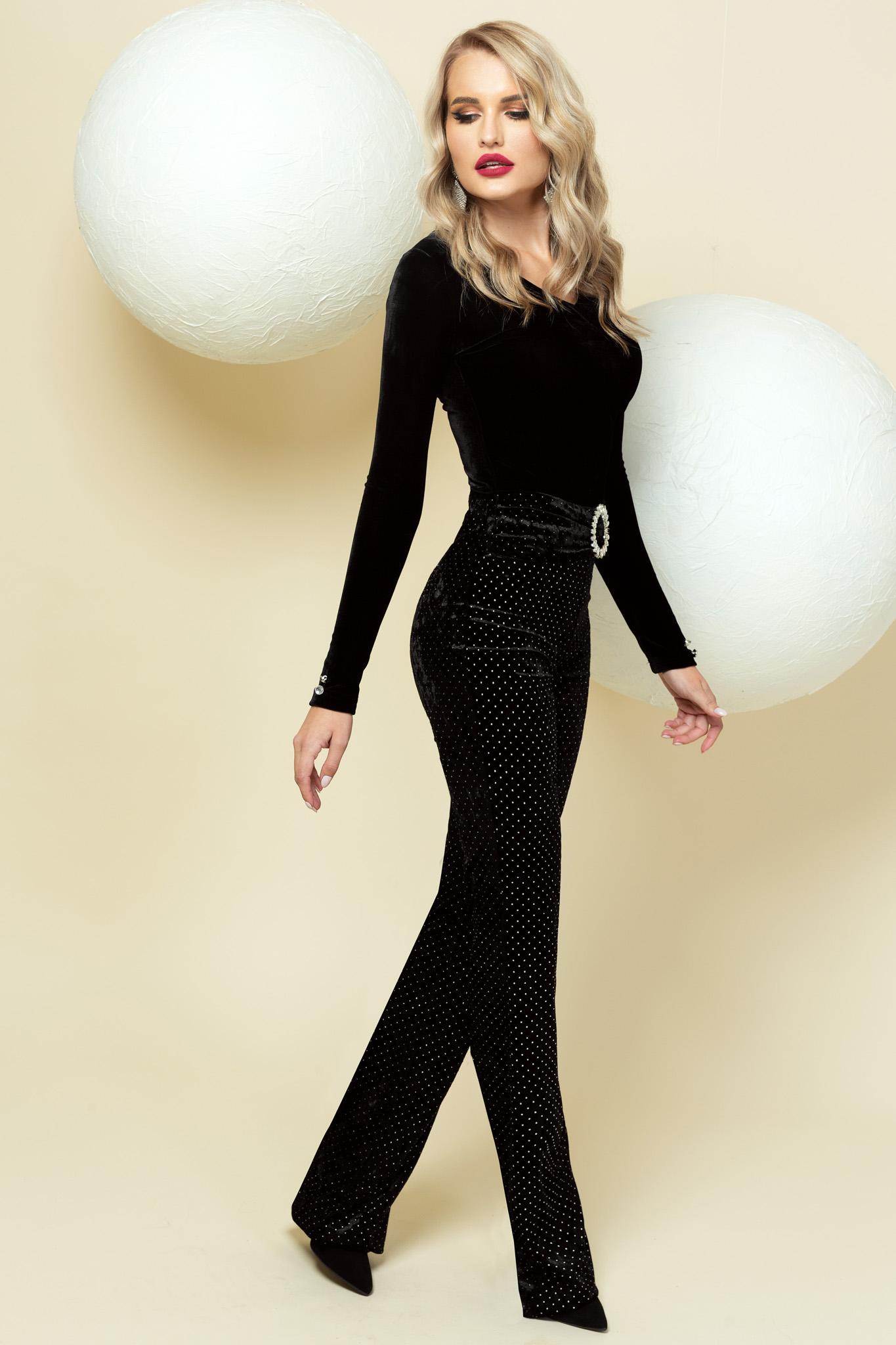 Pantaloni PrettyGirl negri din catifea de ocazie cu accesoriu tip curea si aplicatii cu sclipici evazati