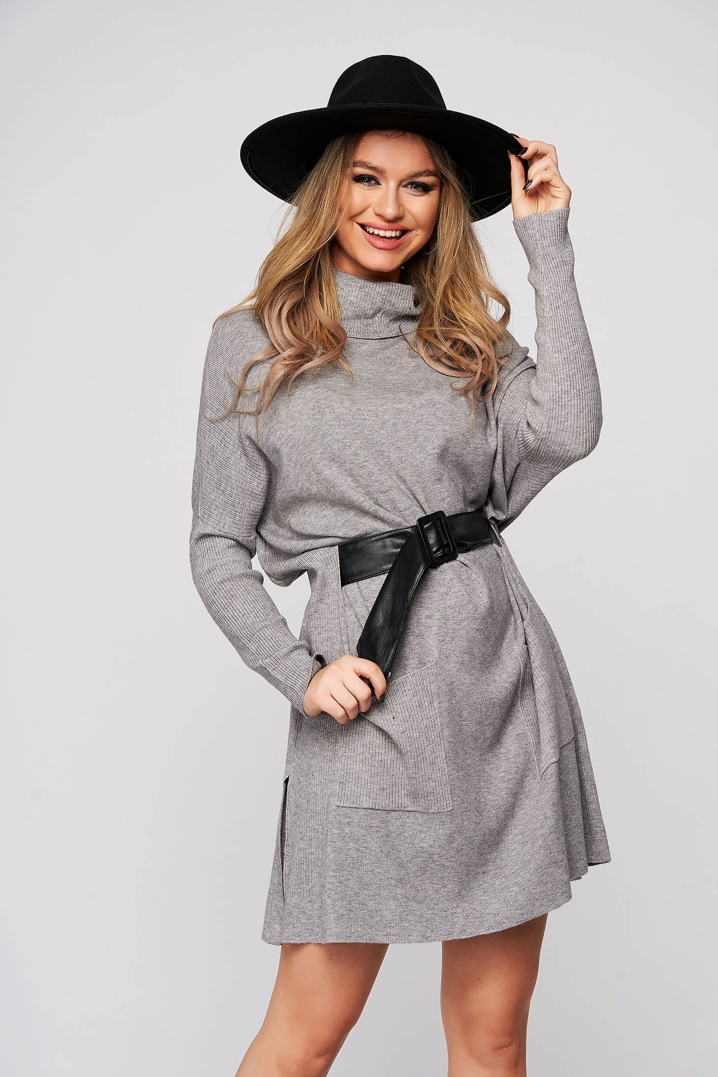 Grey dress flared with pockets accessorized with belt from elastic fabric