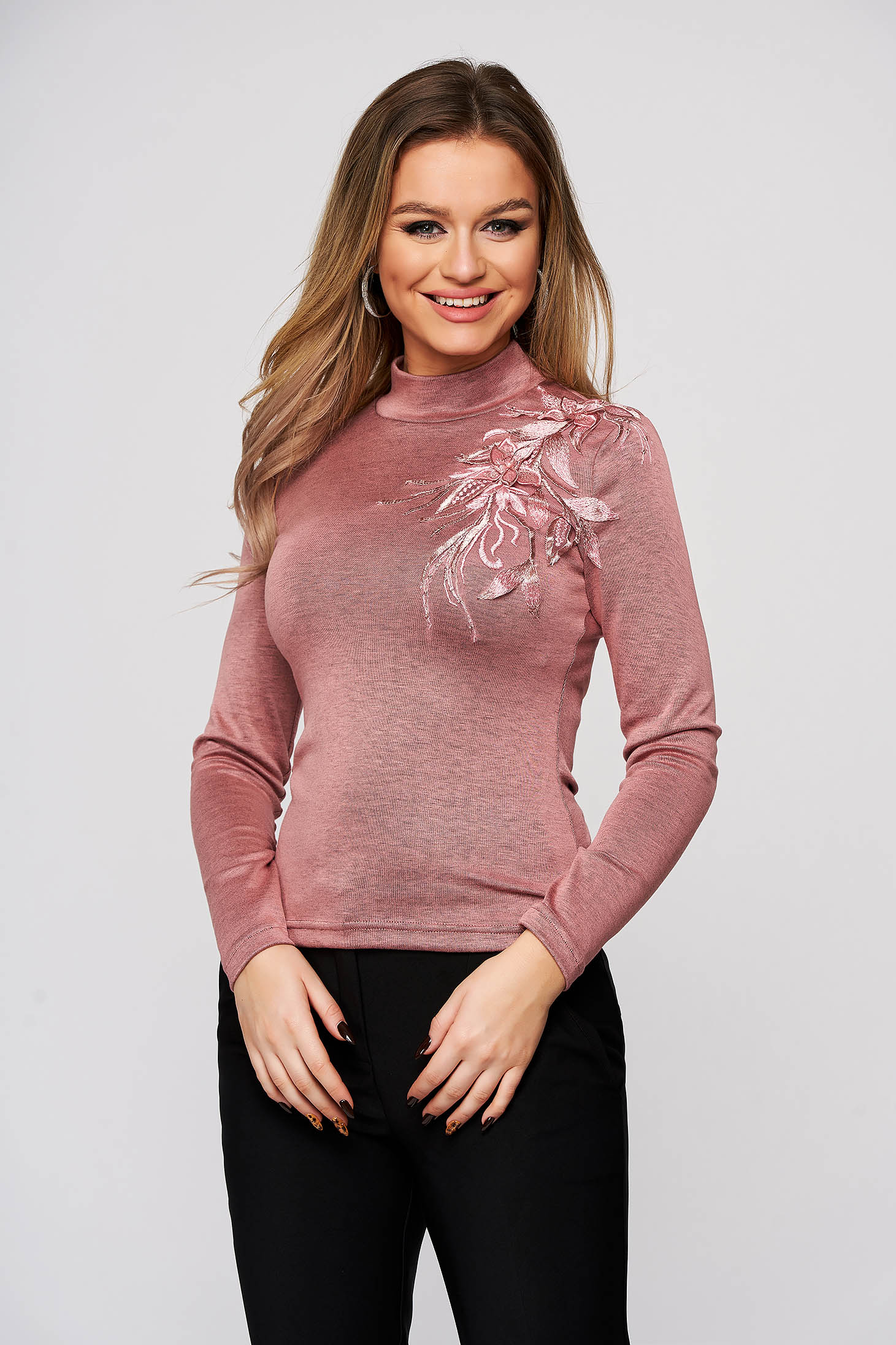 Pulover StarShinerS roz prafuit casual tricotat cu un croi mulat cu insertii de broderie