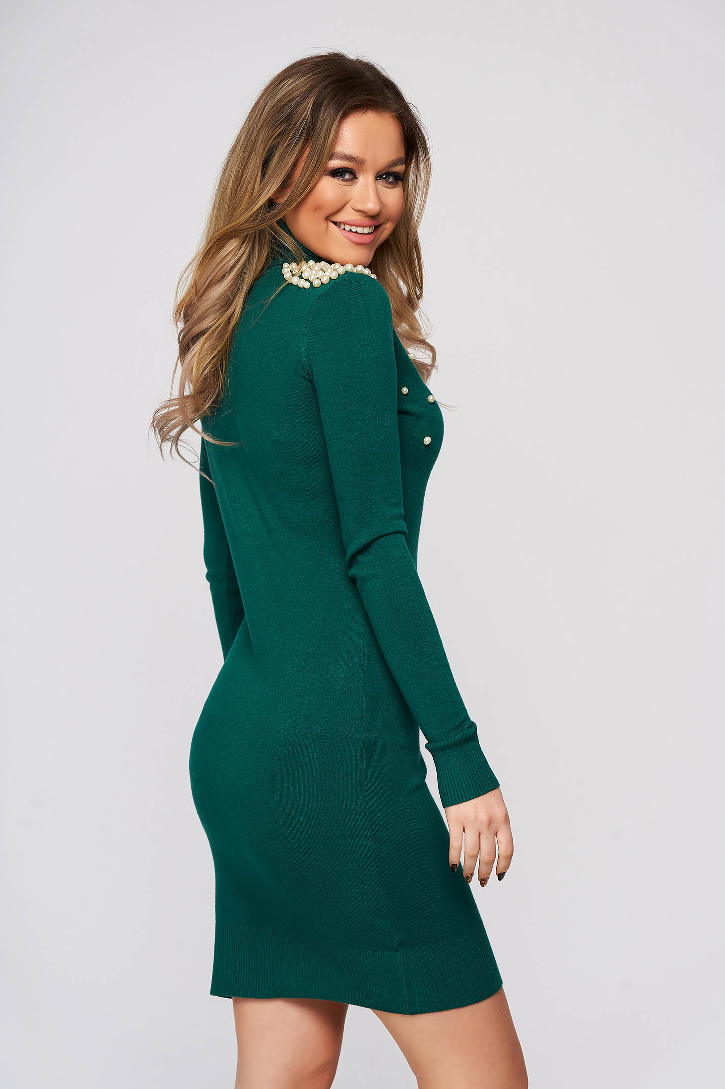 Dirty green dress with pearls with tented cut short cut knitted