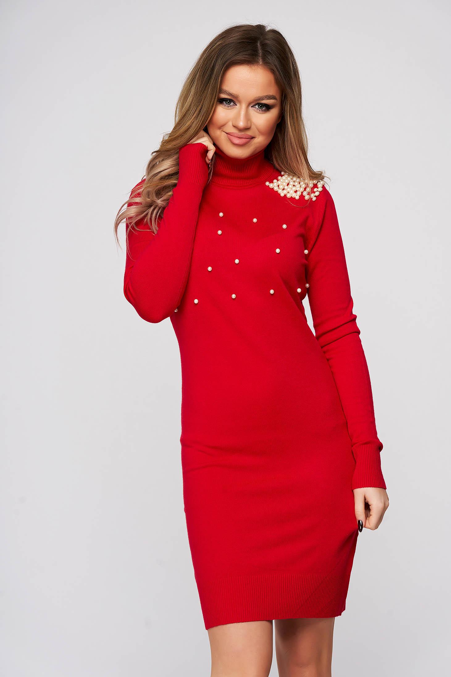 Rochie SunShine rosie tricotata scurta cu un croi mulat si aplicatii cu perle
