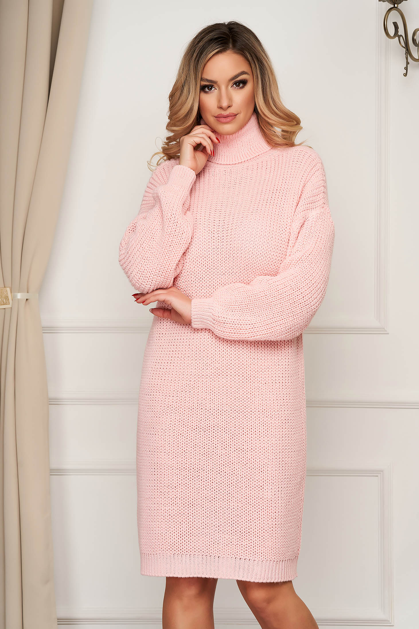 Lightpink dress with turtle neck knitted from elastic fabric flared